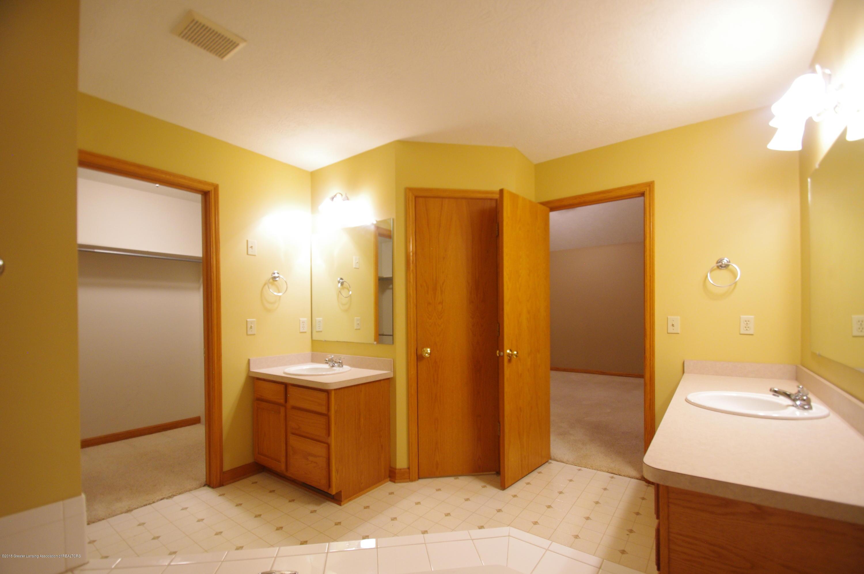 3202 Kari Cir - Master Bathroom - 35