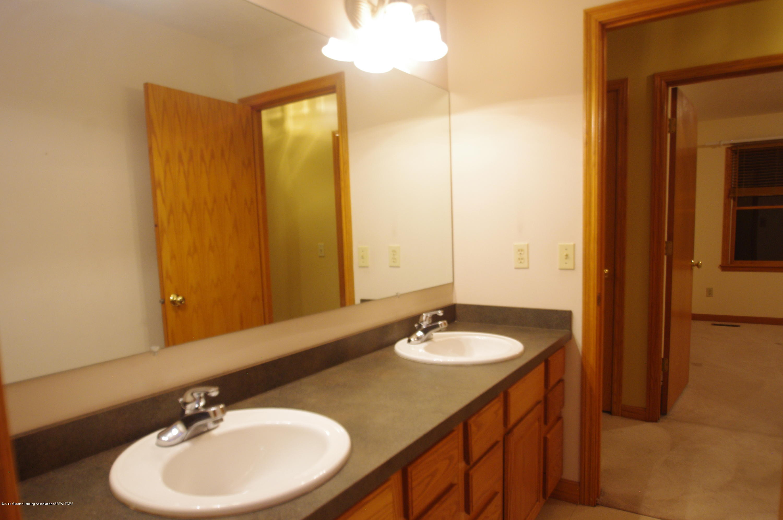 3202 Kari Cir - Full Bathroom - 45