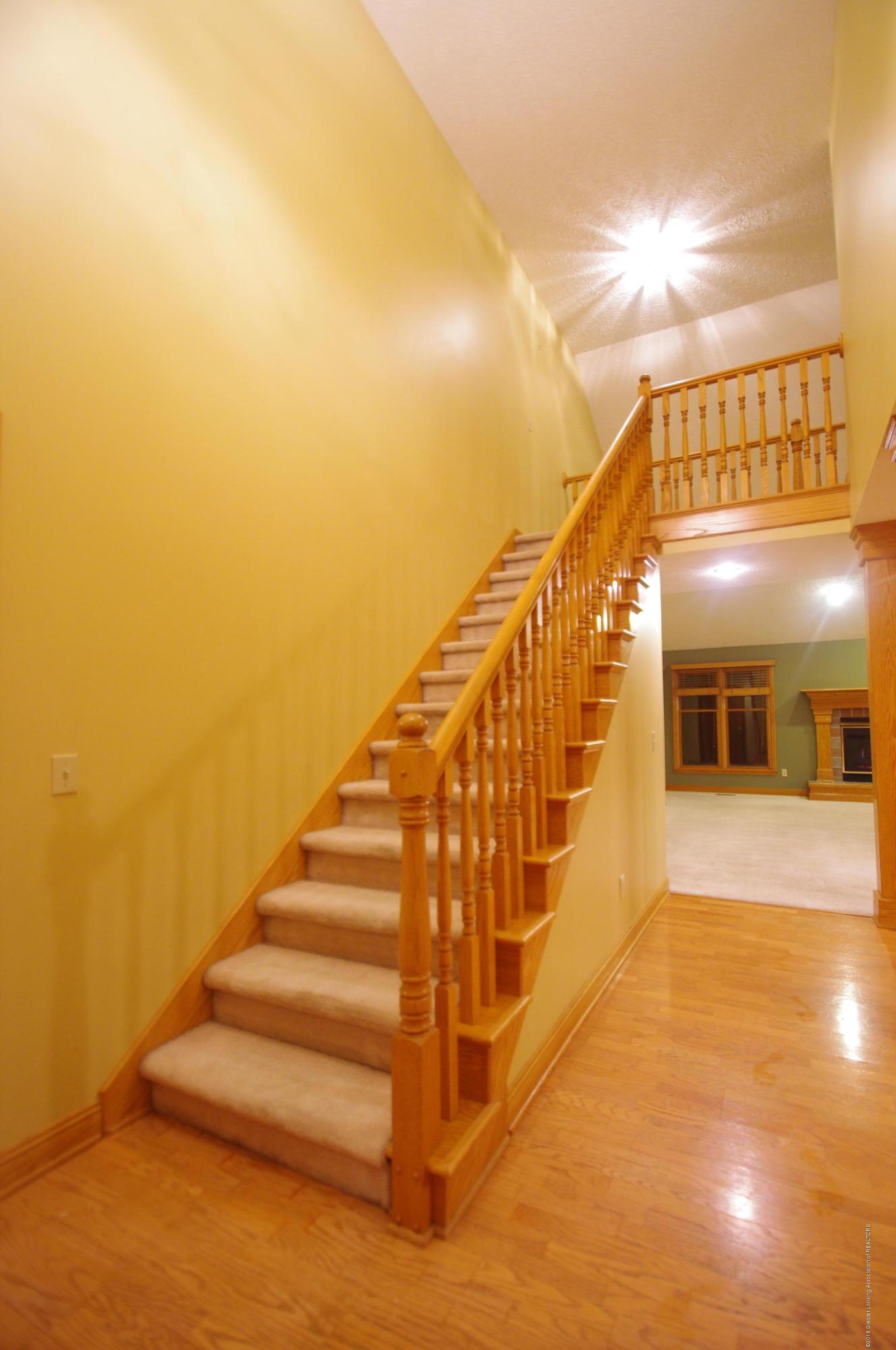 3202 Kari Cir - Stairs - 38