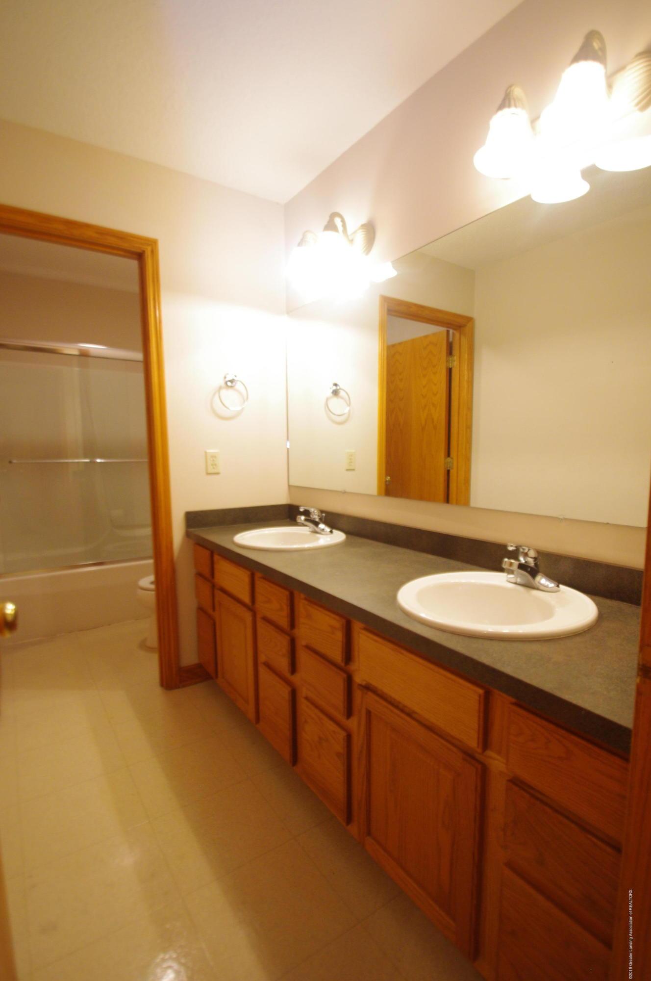 3202 Kari Cir - Full Bathroom - 46