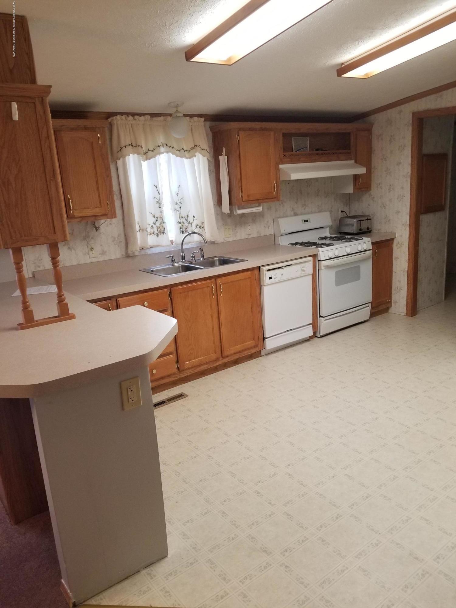 637 Tisdale Ave - Kitchen v1 - 4