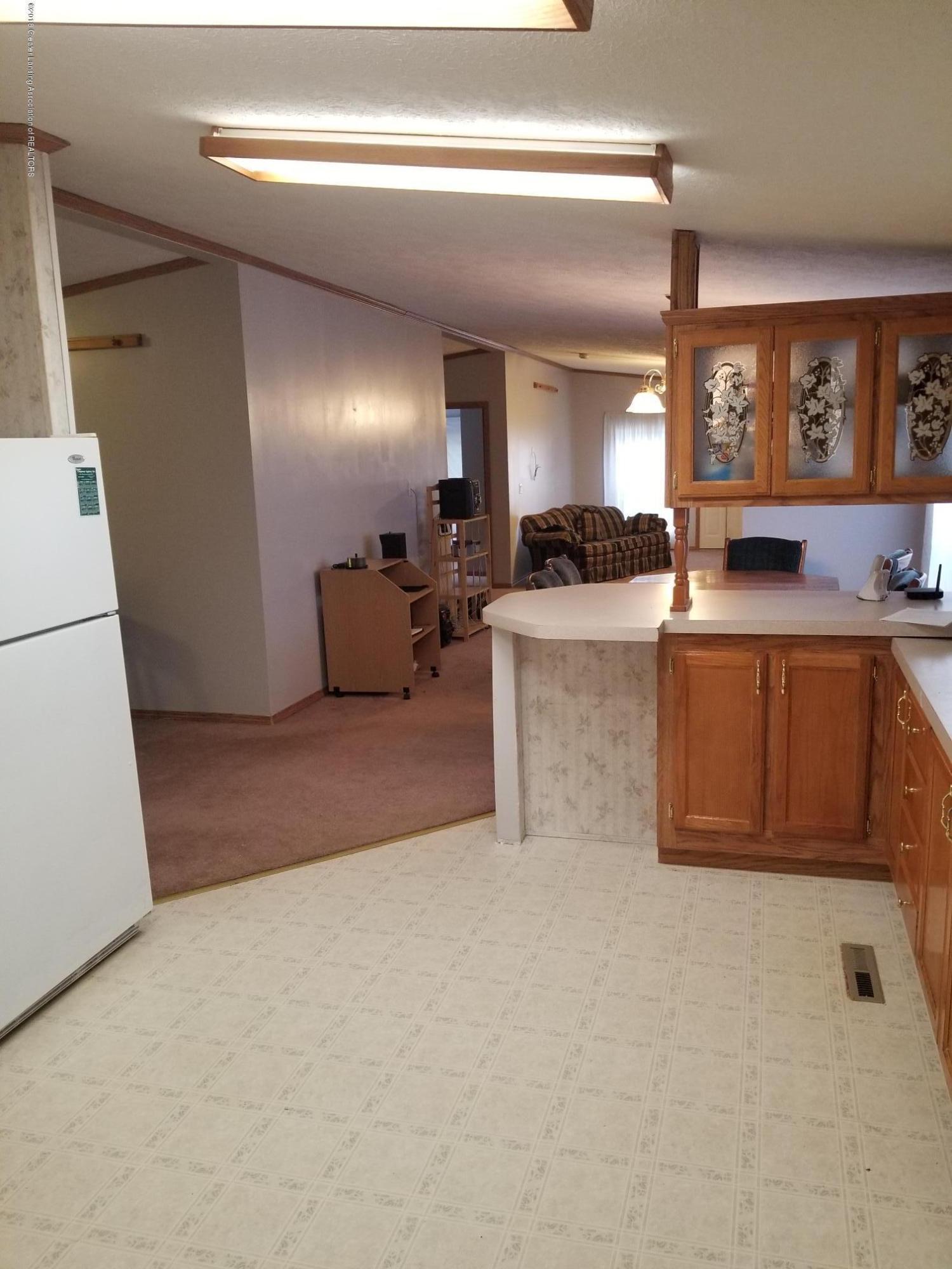 637 Tisdale Ave - kitchen v2 - 5
