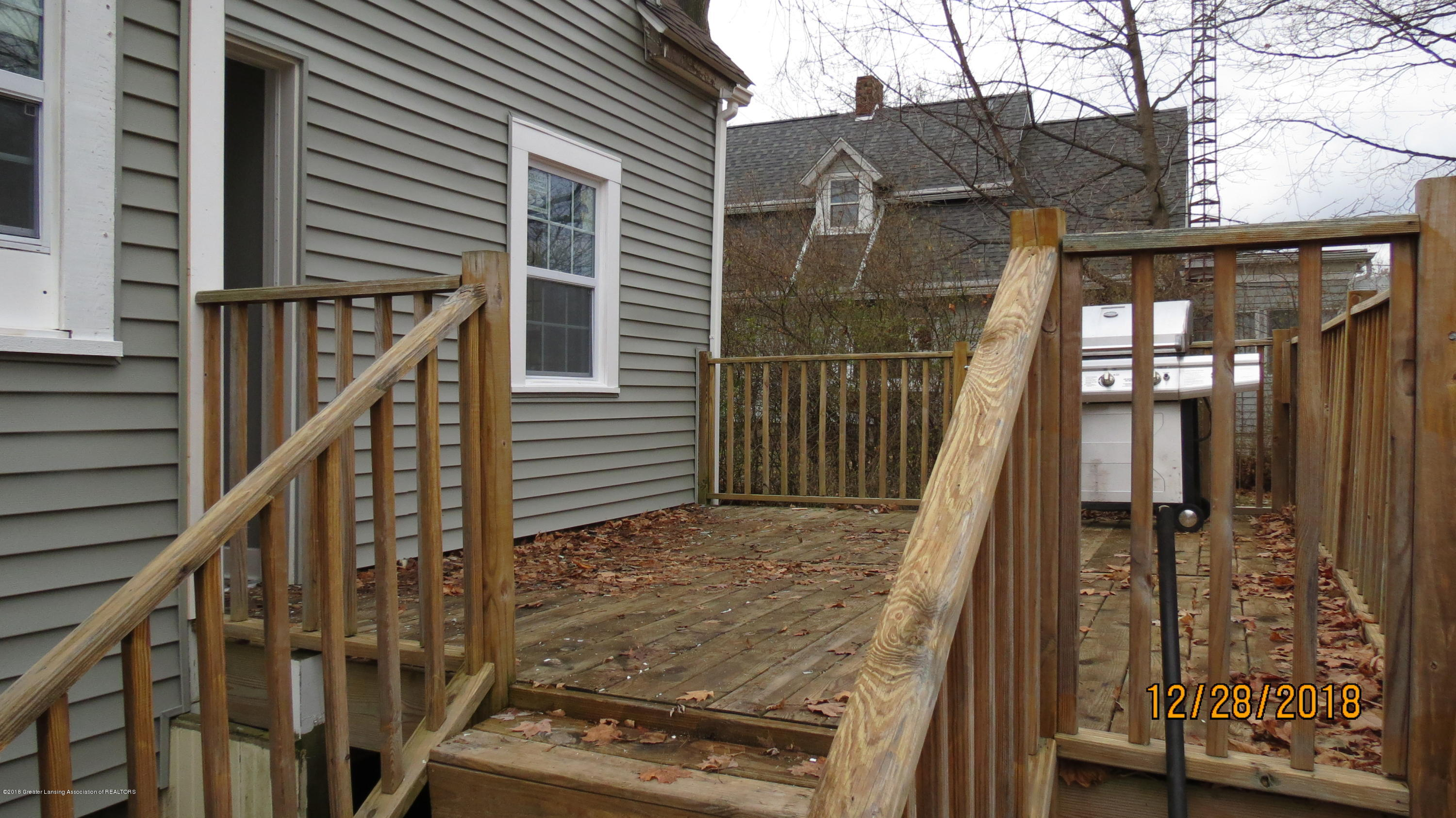 520 Pleasant St - Back Deck - 26
