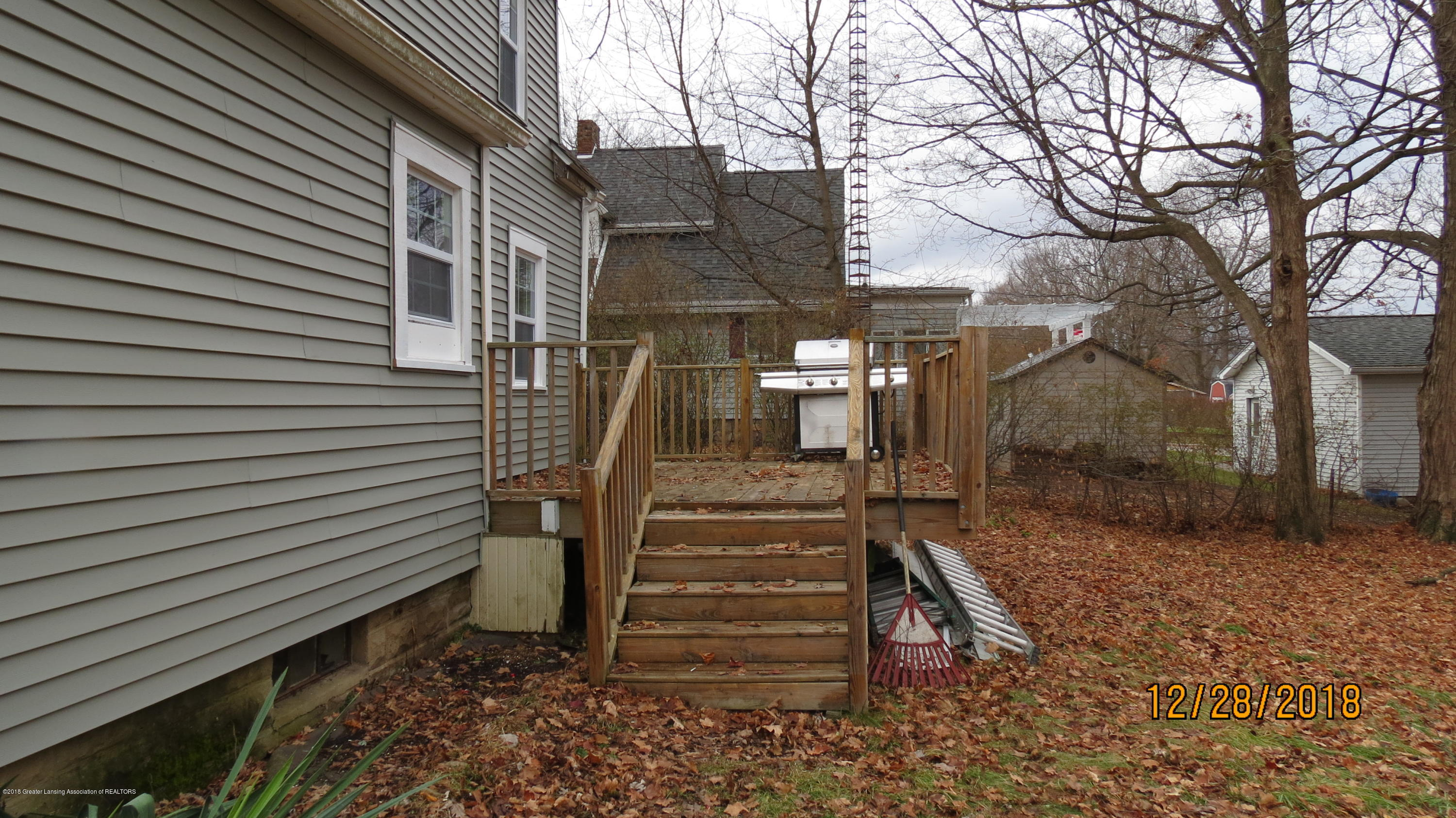520 Pleasant St - Back Deck - 10