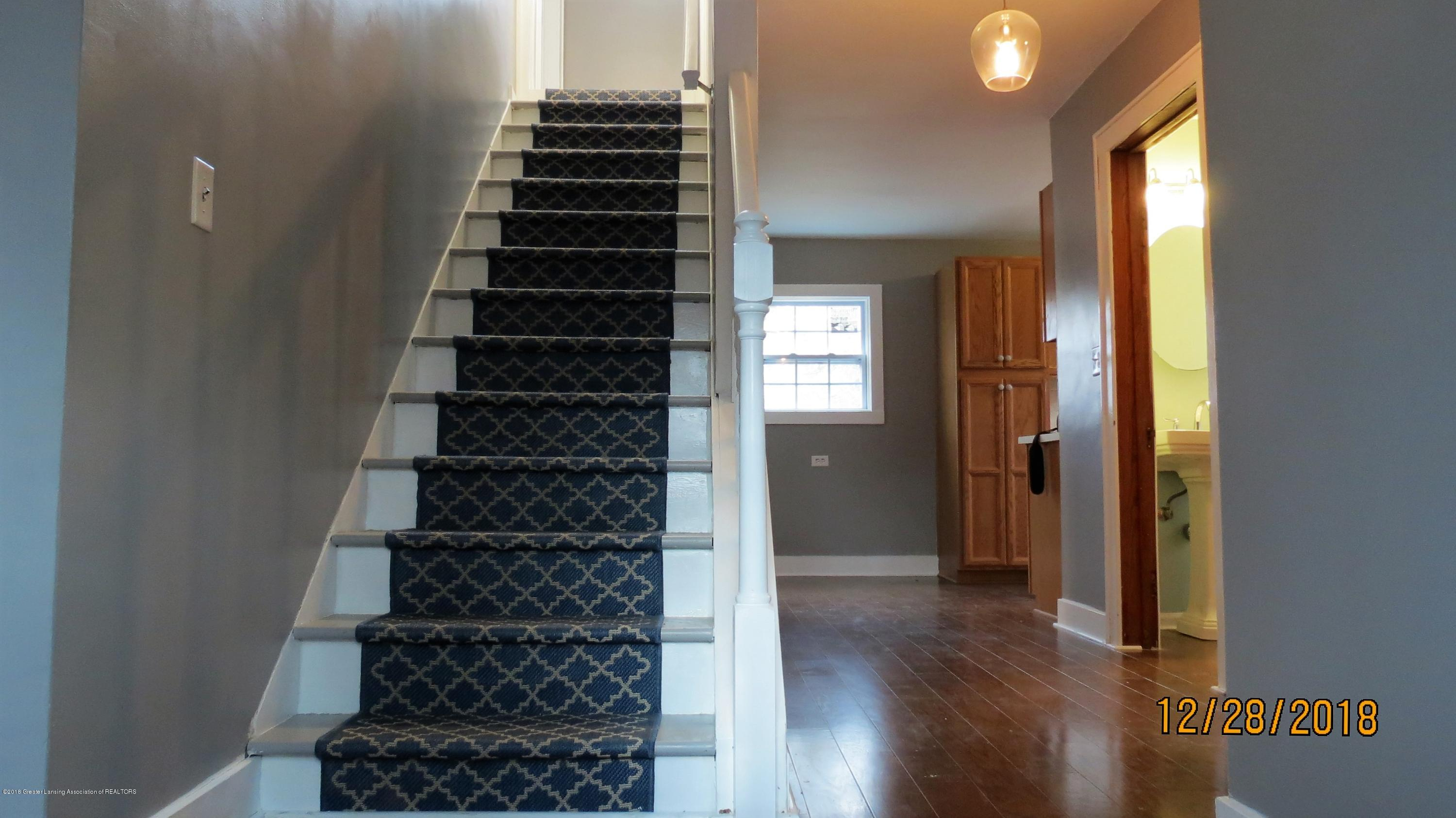 520 Pleasant St - Entryway - 13