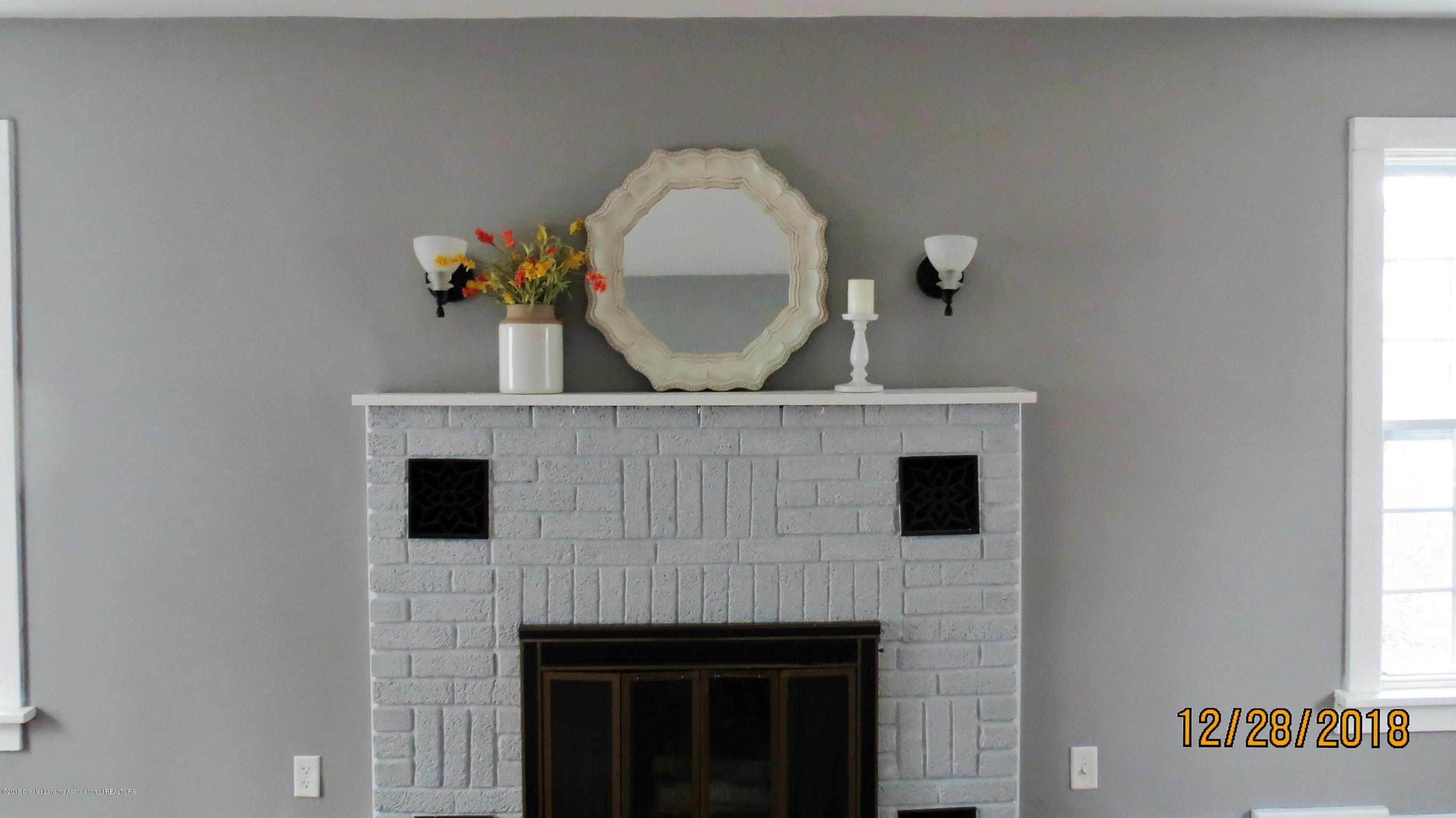 520 Pleasant St - Fireplace in Living Room 2 - 15