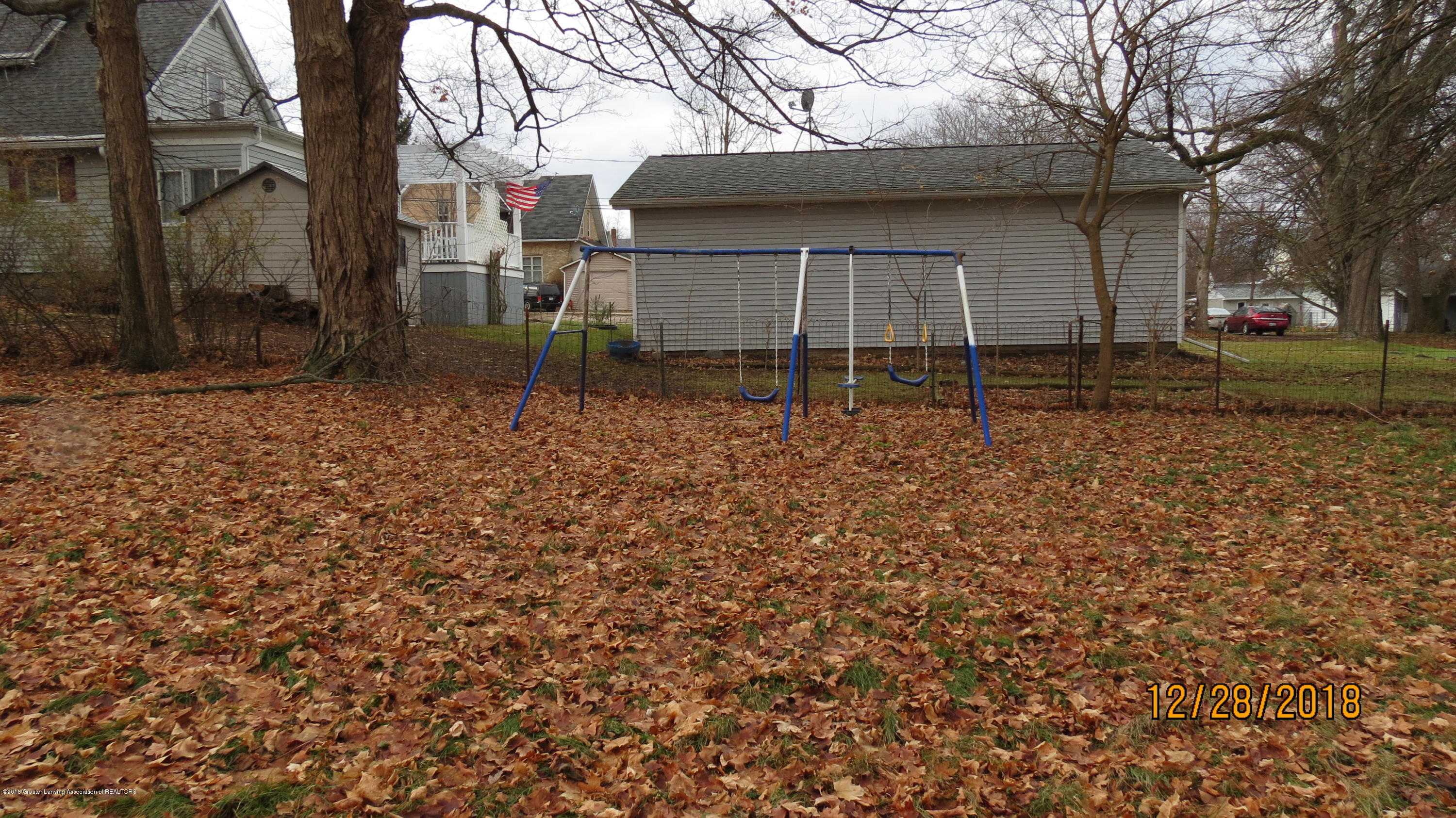 520 Pleasant St - Swingset - 50