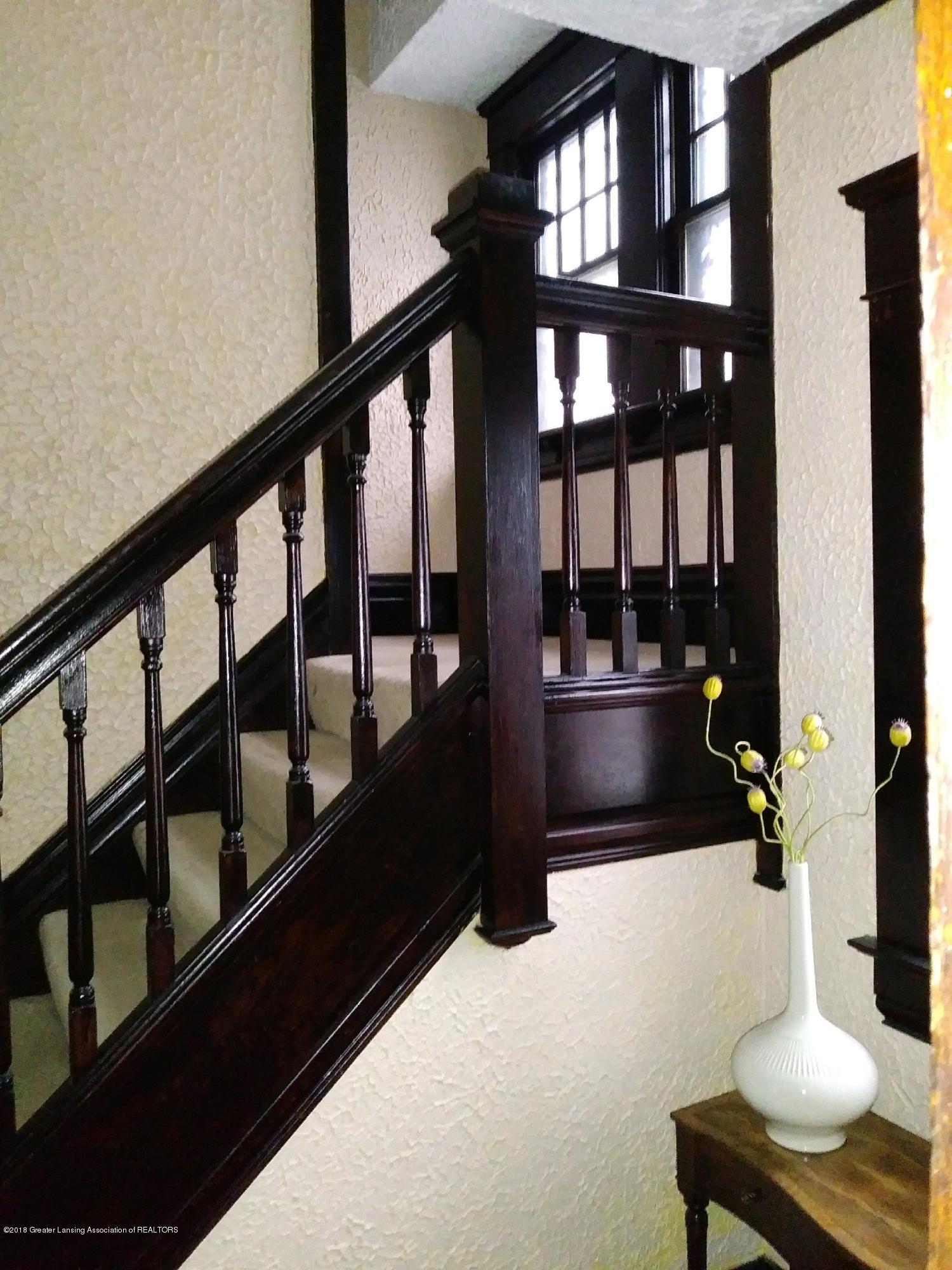 309 W Lapeer St - Stairway - 11