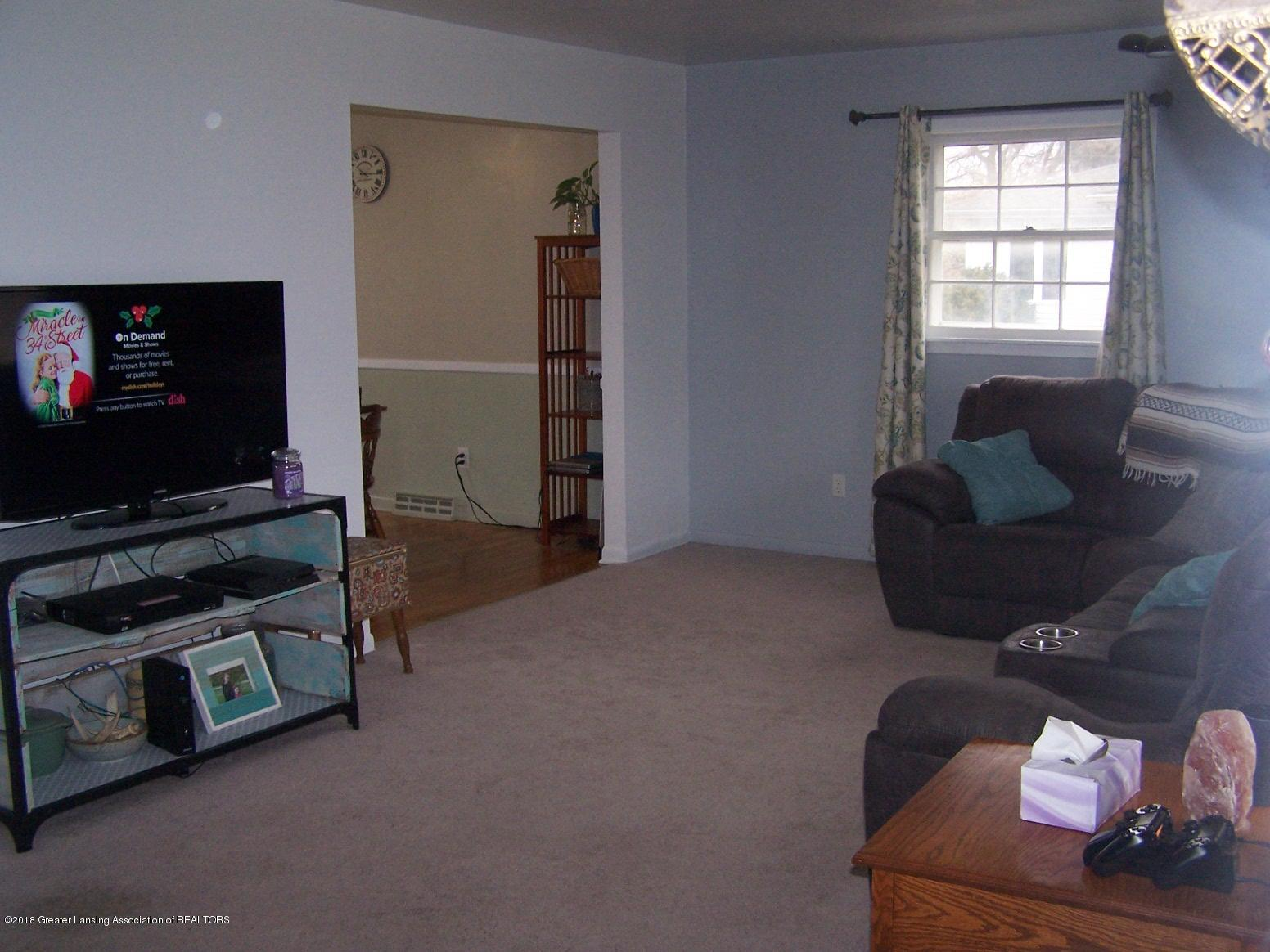 805 Raeburn Rd - Living room - 4