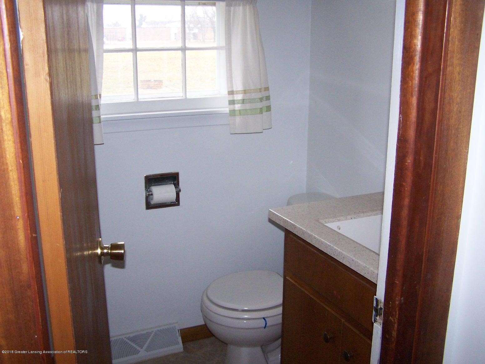 805 Raeburn Rd - downstairs half bath - 7