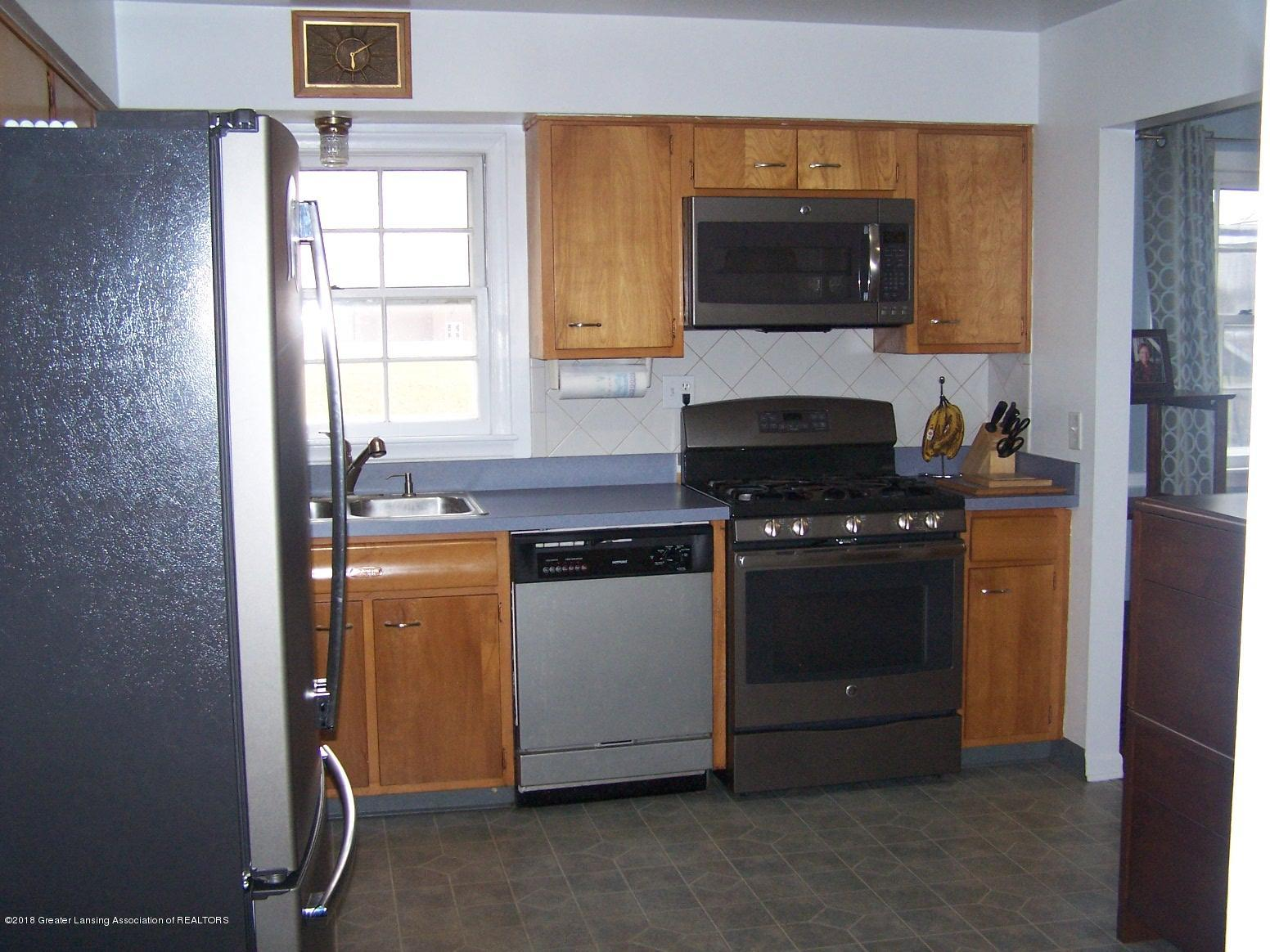 805 Raeburn Rd - Kitchen - 8