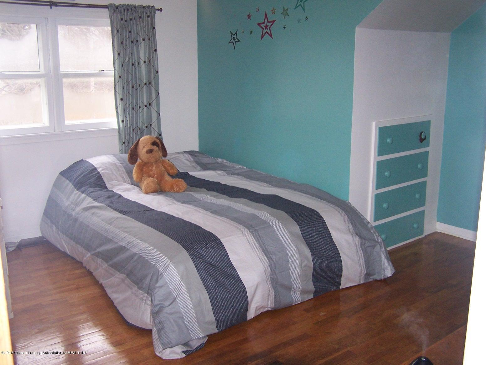 805 Raeburn Rd - bedroom - 15