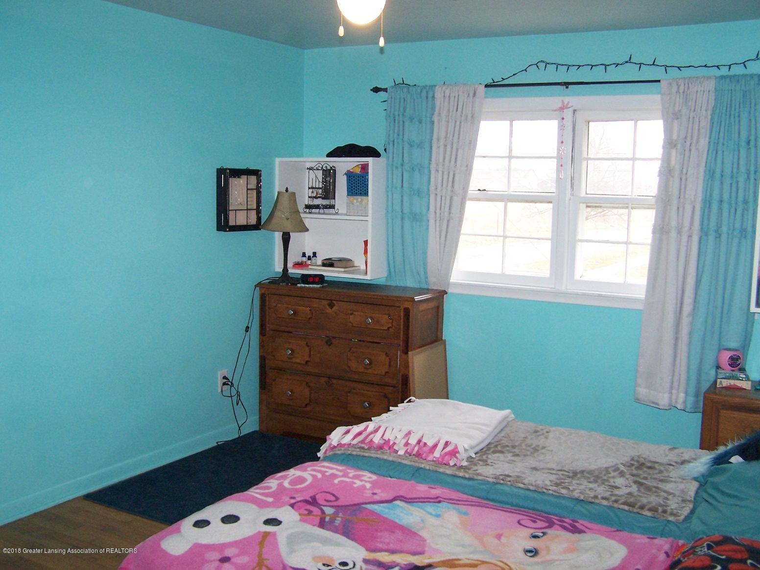 805 Raeburn Rd - bedroom - 16