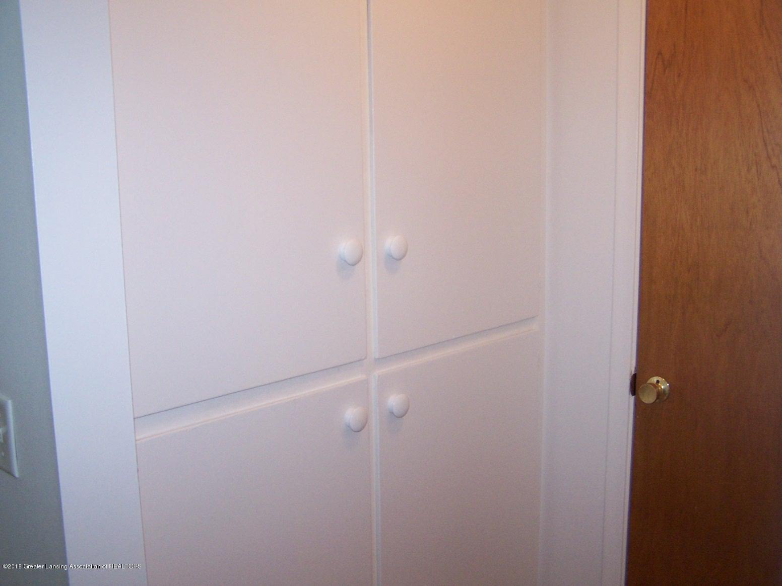 805 Raeburn Rd - linen closet upstairs - 18