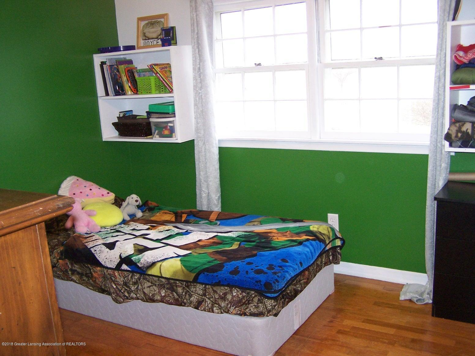 805 Raeburn Rd - bedroom - 19