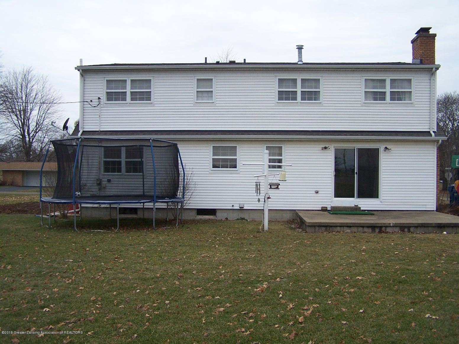 805 Raeburn Rd - back - 43