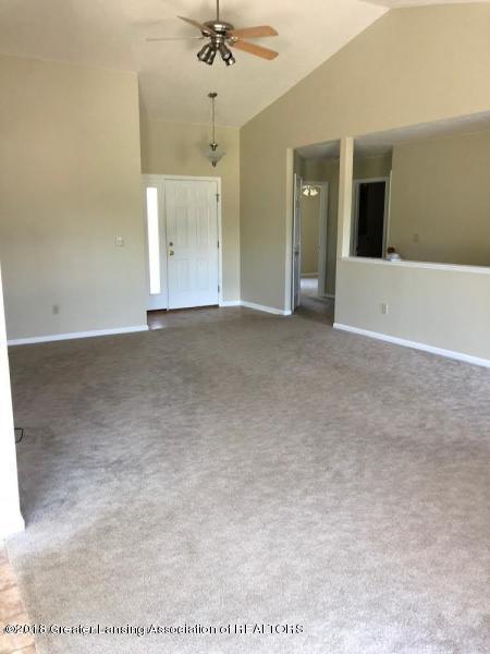 10102 Hollister Rd - Living Room - 20