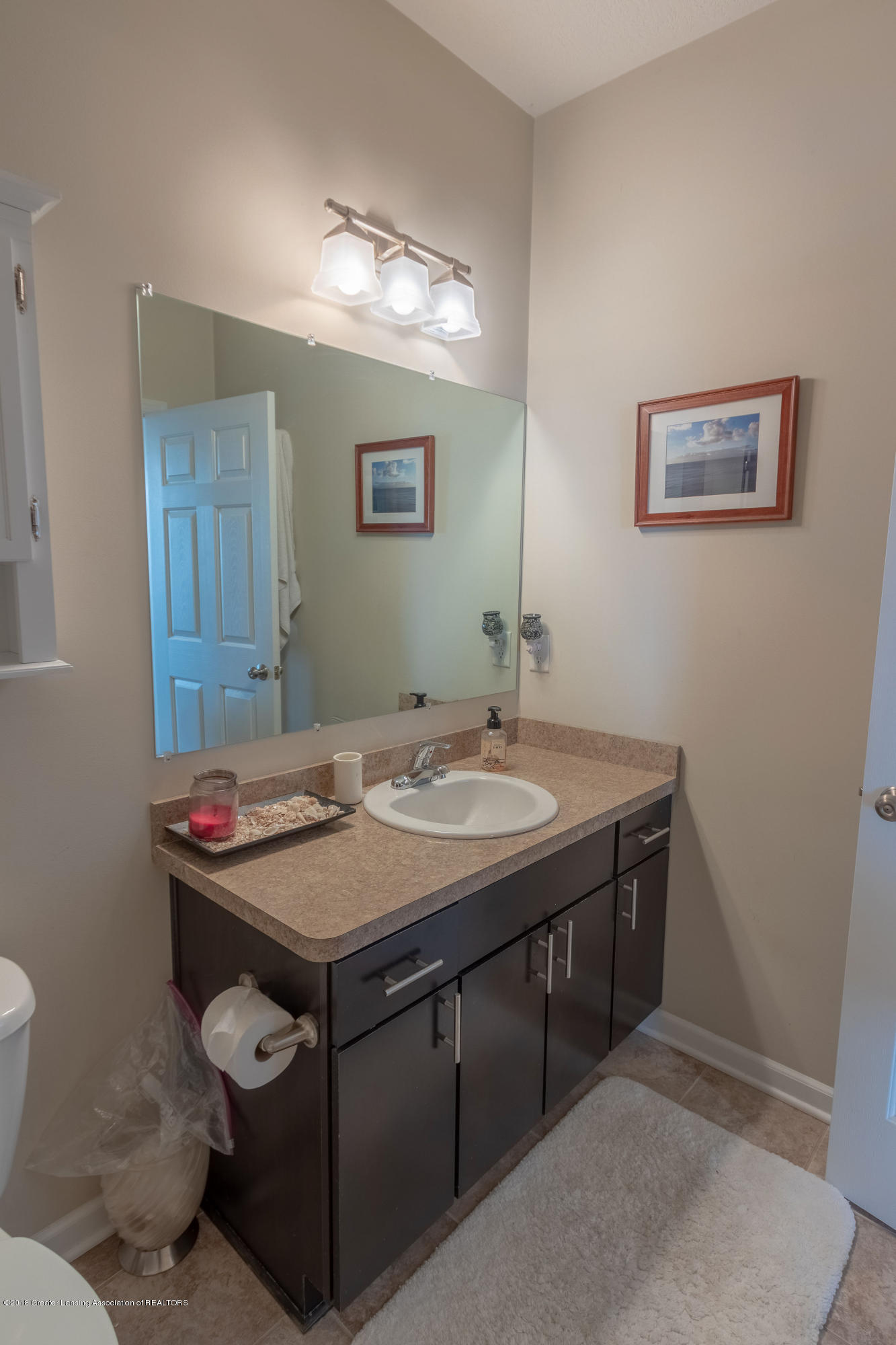 2058 Central Park Dr - Full Bath - 25