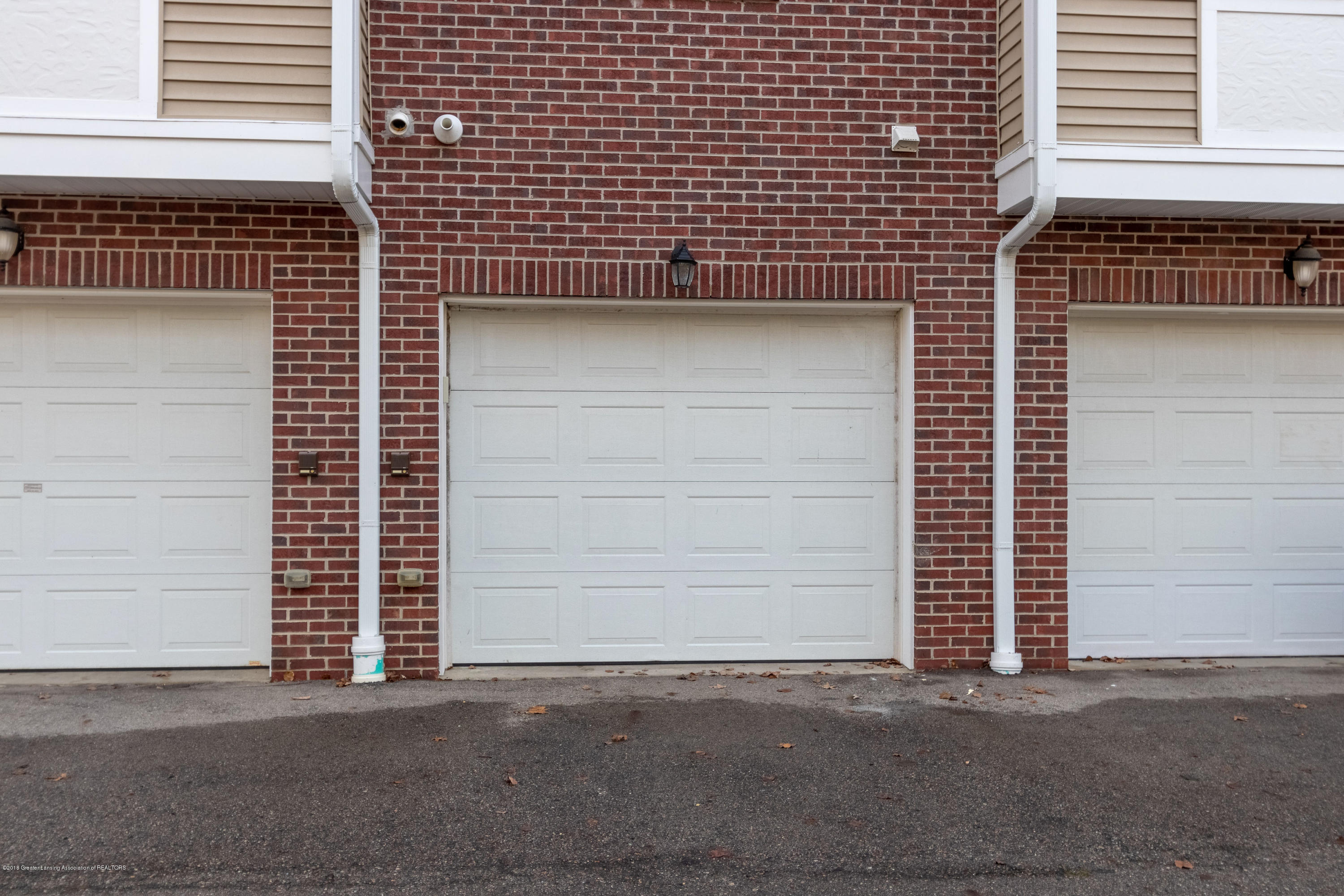 2058 Central Park Dr - 1 Car Garage - 38
