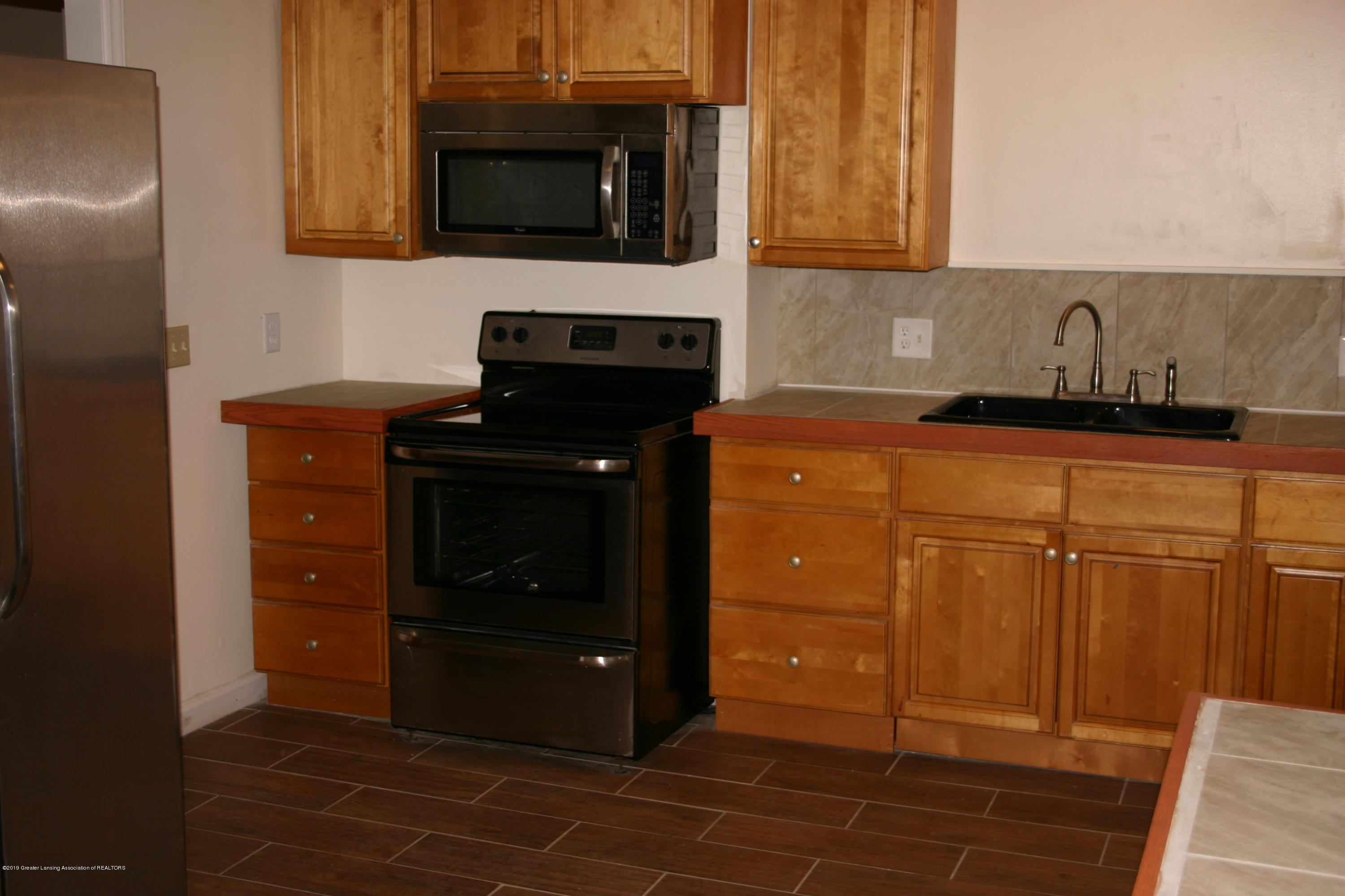 2120 W Miller Rd - Kitchen - 4