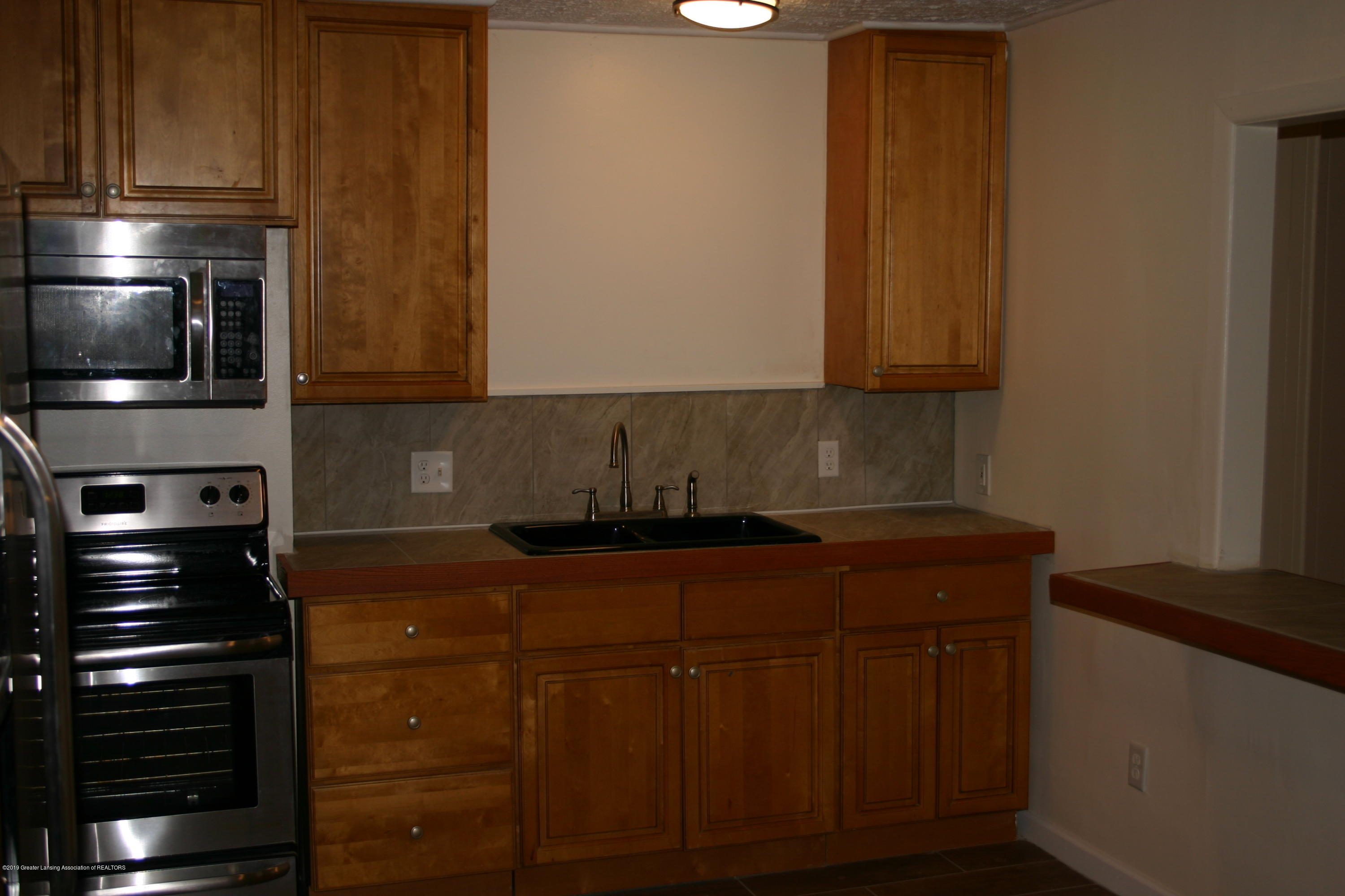 2120 W Miller Rd - Kitchen - 5