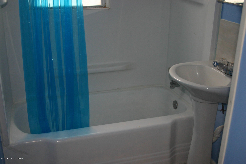 1406 N Martin Luther King Jr Blvd - Full Bathroom - 6