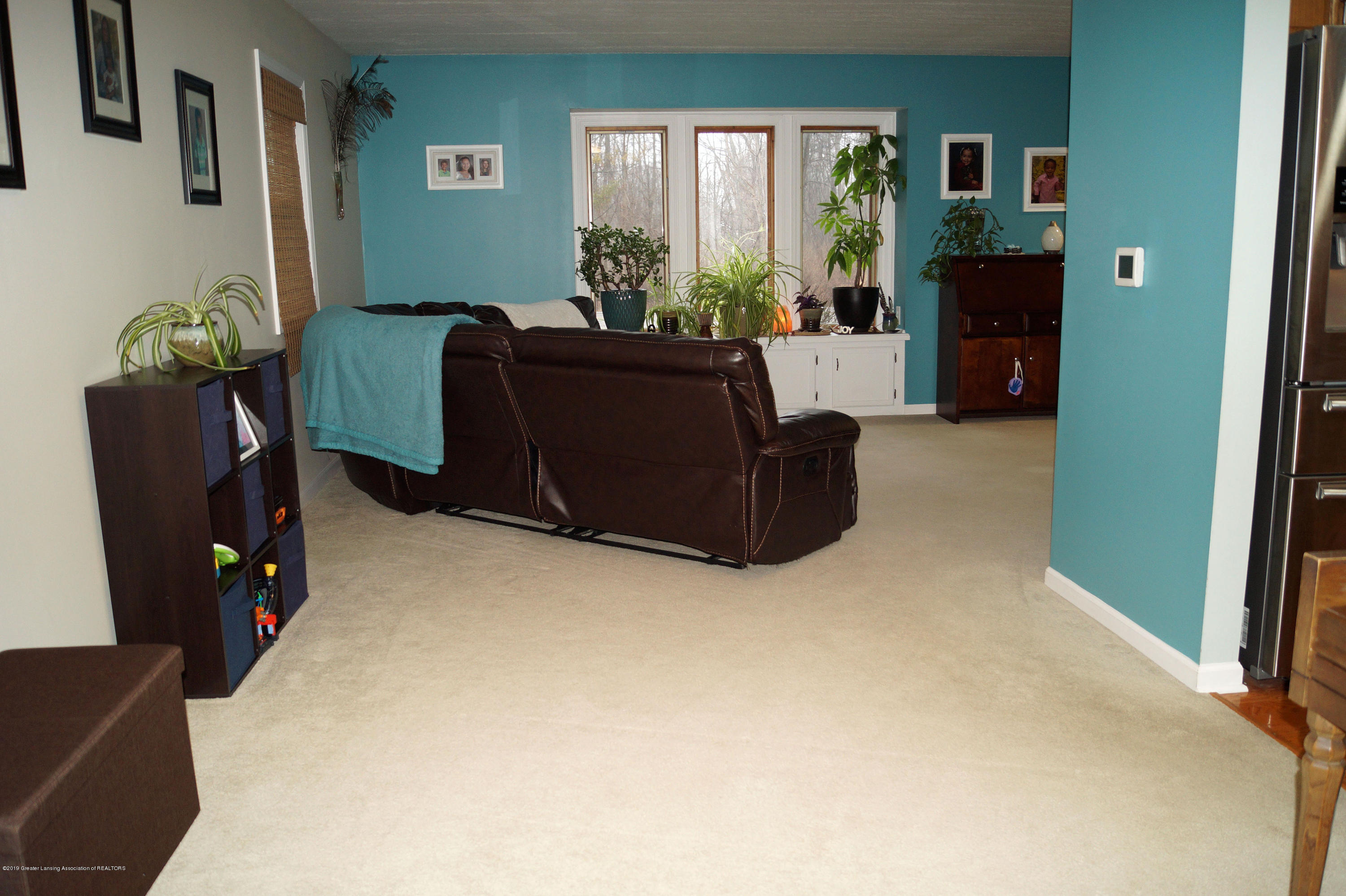 3927 W Herbison Rd - Living Area - 7