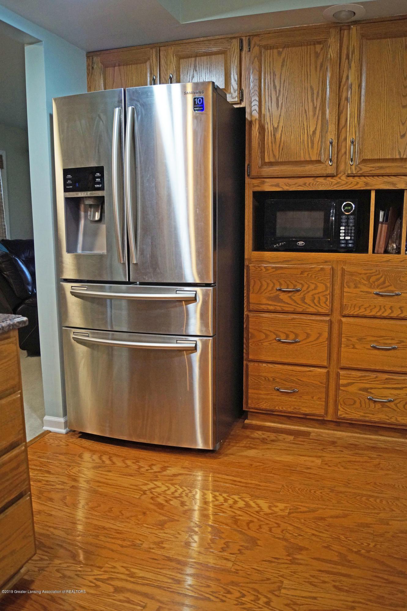 3927 W Herbison Rd - Kitchen - 10