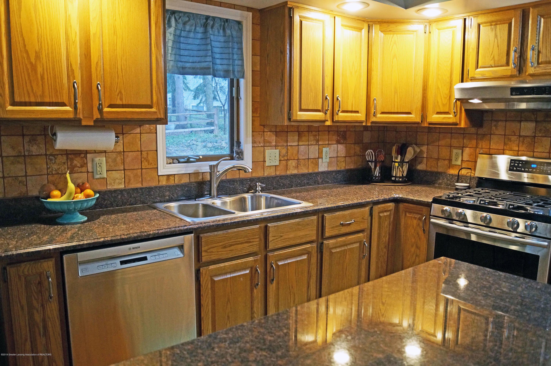 3927 W Herbison Rd - Kitchen - 11