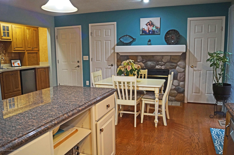 3927 W Herbison Rd - Breakfast / Sitting Area - 13