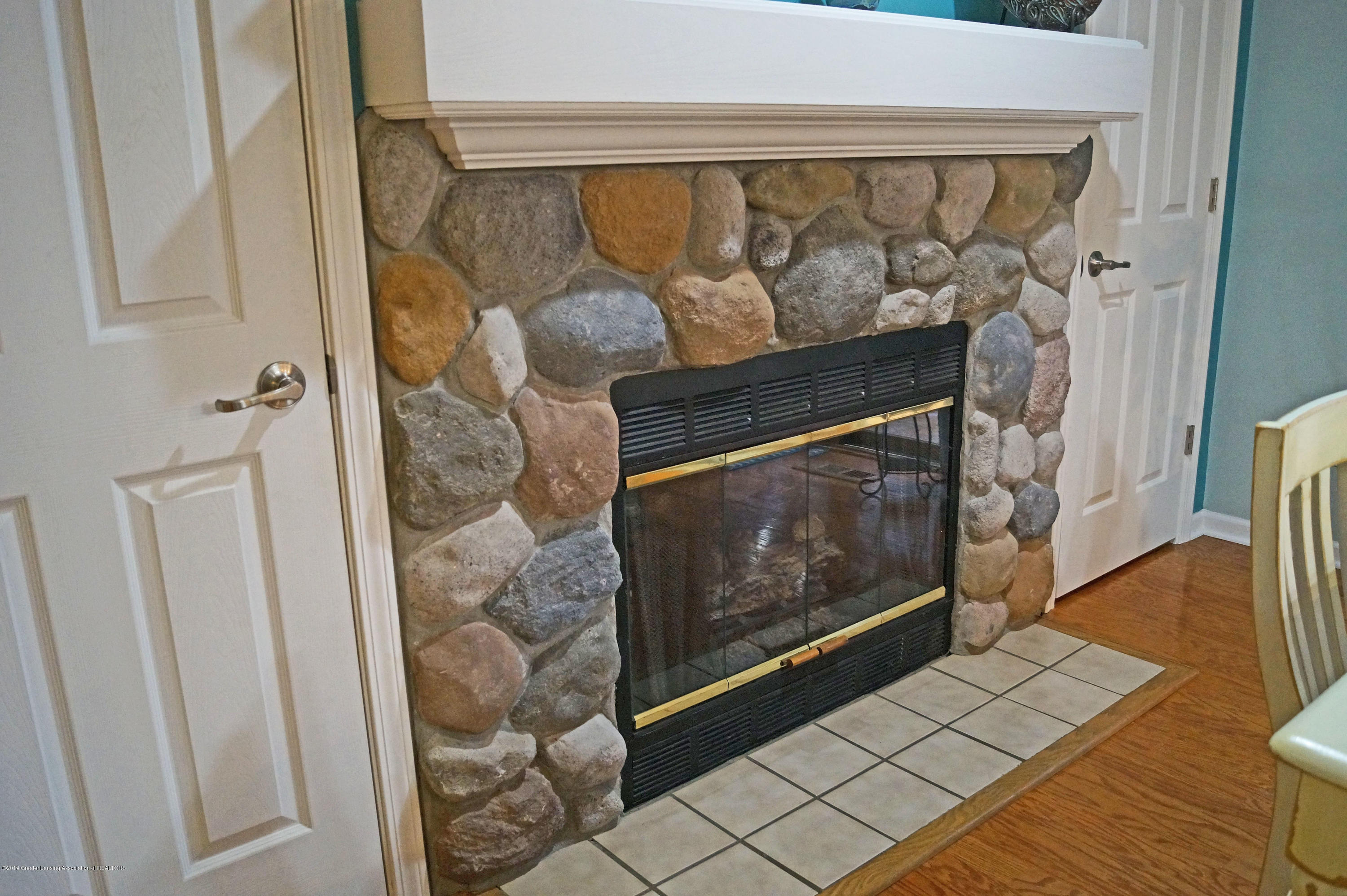 3927 W Herbison Rd - Gas Fireplace - 15
