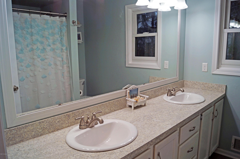 3927 W Herbison Rd - Main Bath - 25