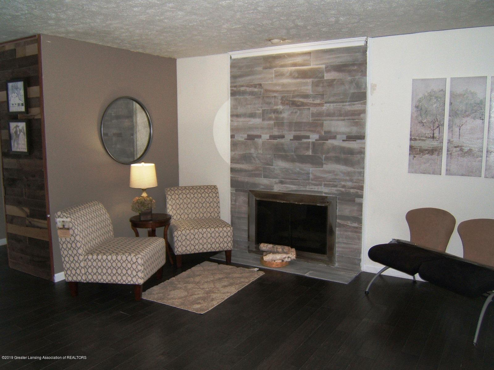 1002 Touraine Ave - Family Room - 8