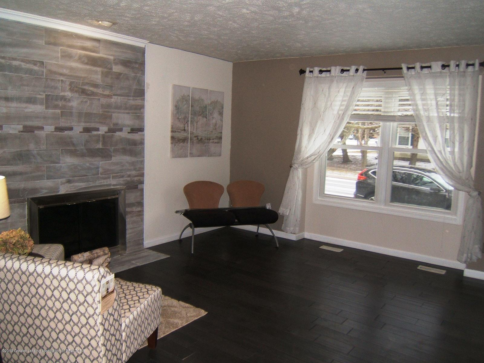 1002 Touraine Ave - Family Room - 7