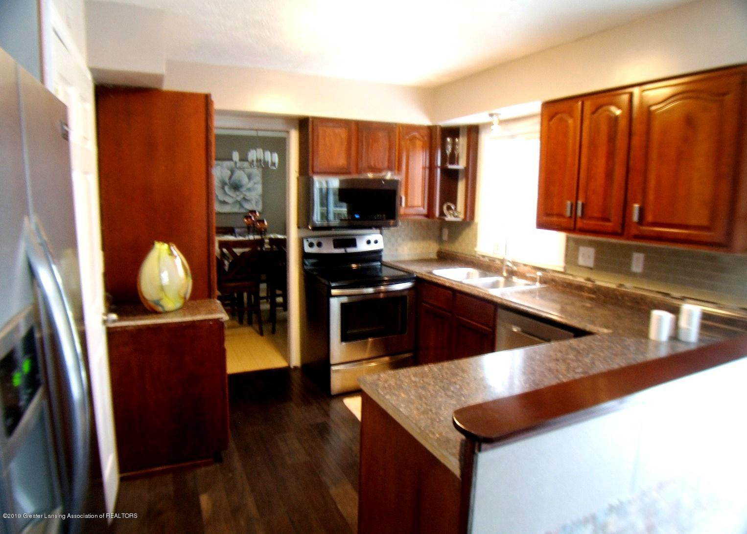 1002 Touraine Ave - Kitchen - 4