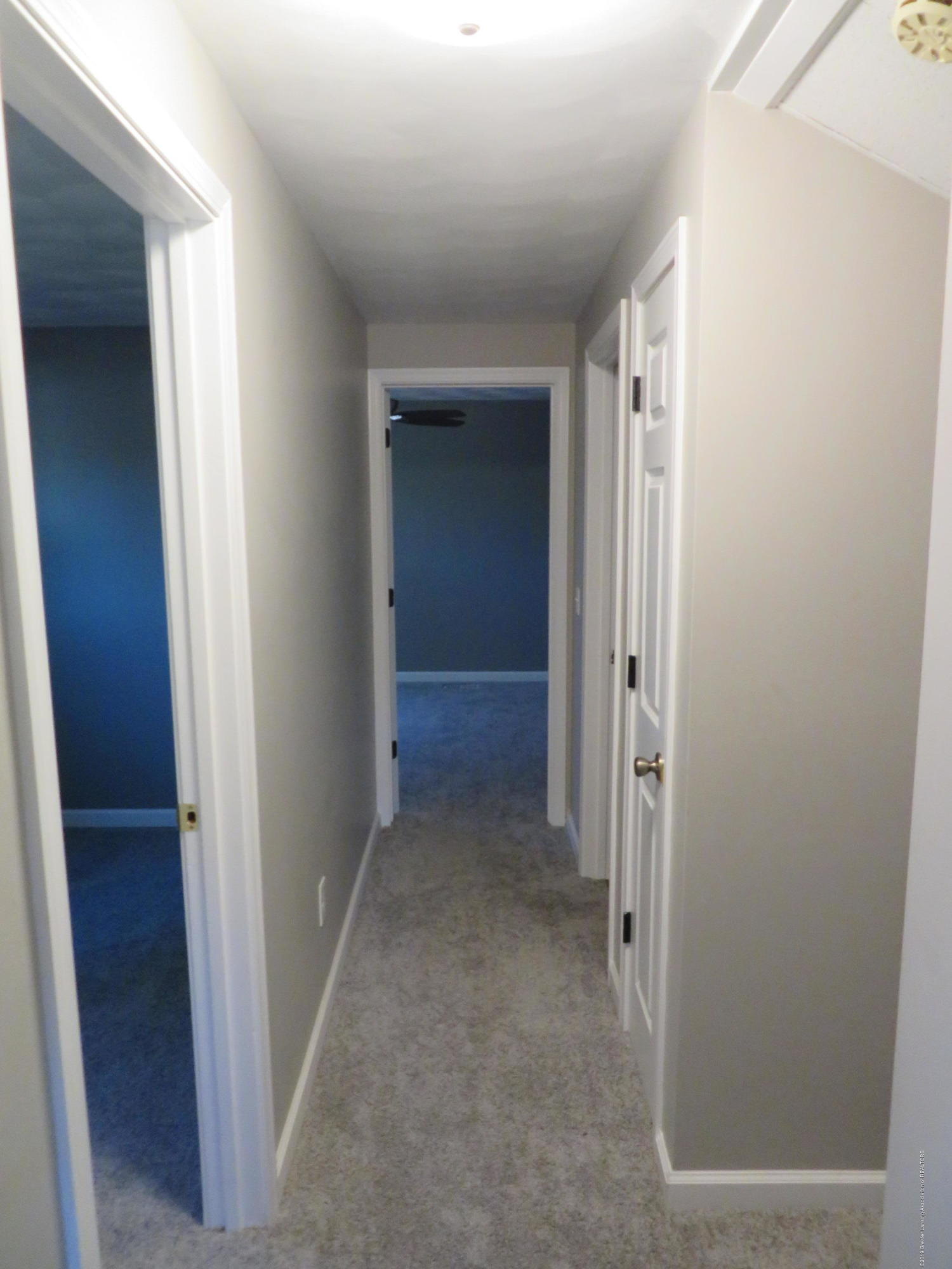 2836 Chateau Way - Upstairs Hall - 20