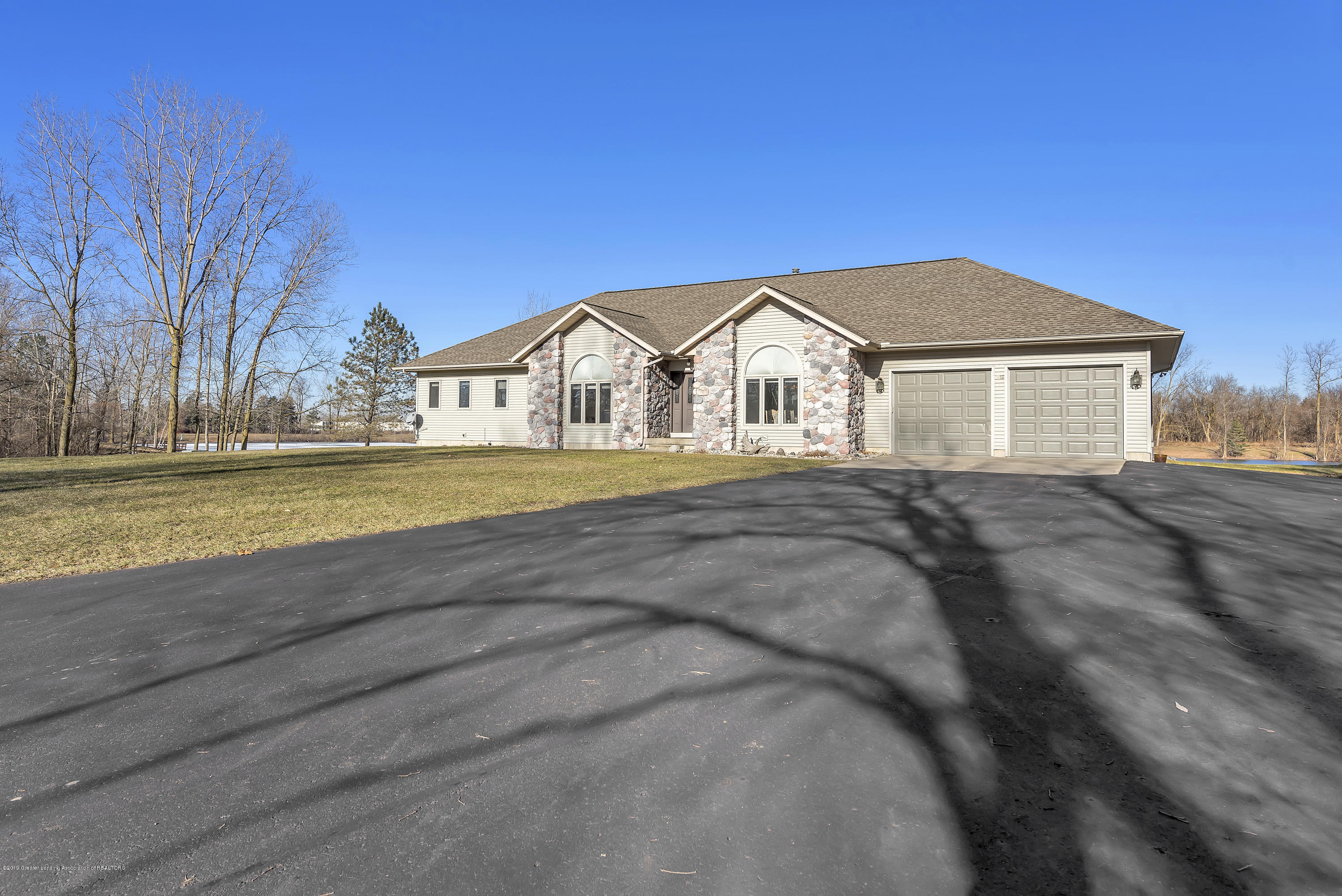 8558 Ironstone - Front view - 1