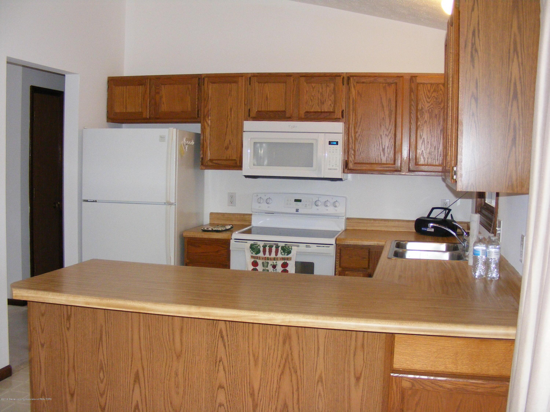 1305 Montgomery St - bar & kitchen - 9