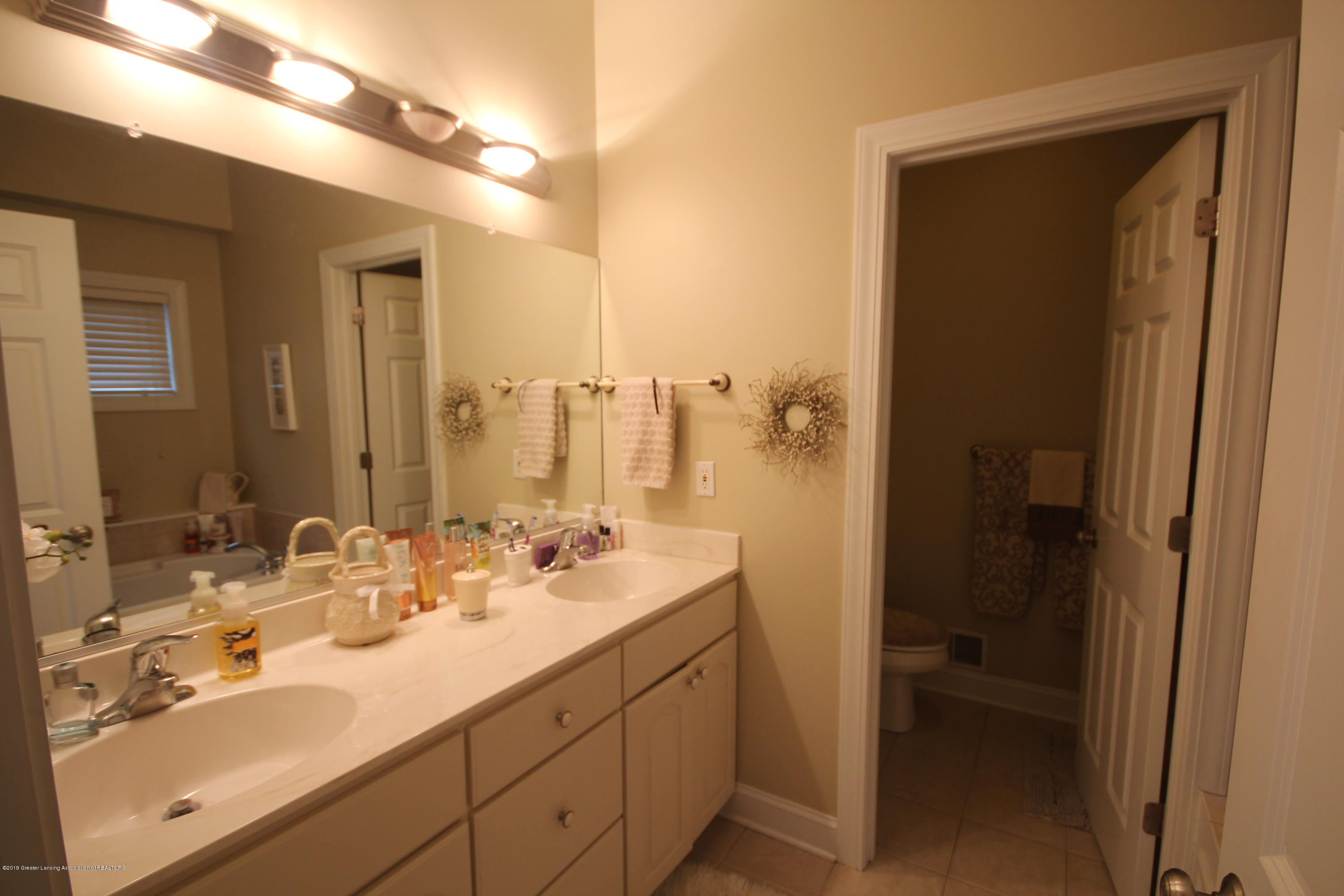 2071 Arbor Meadows Dr - Master Bath - 10