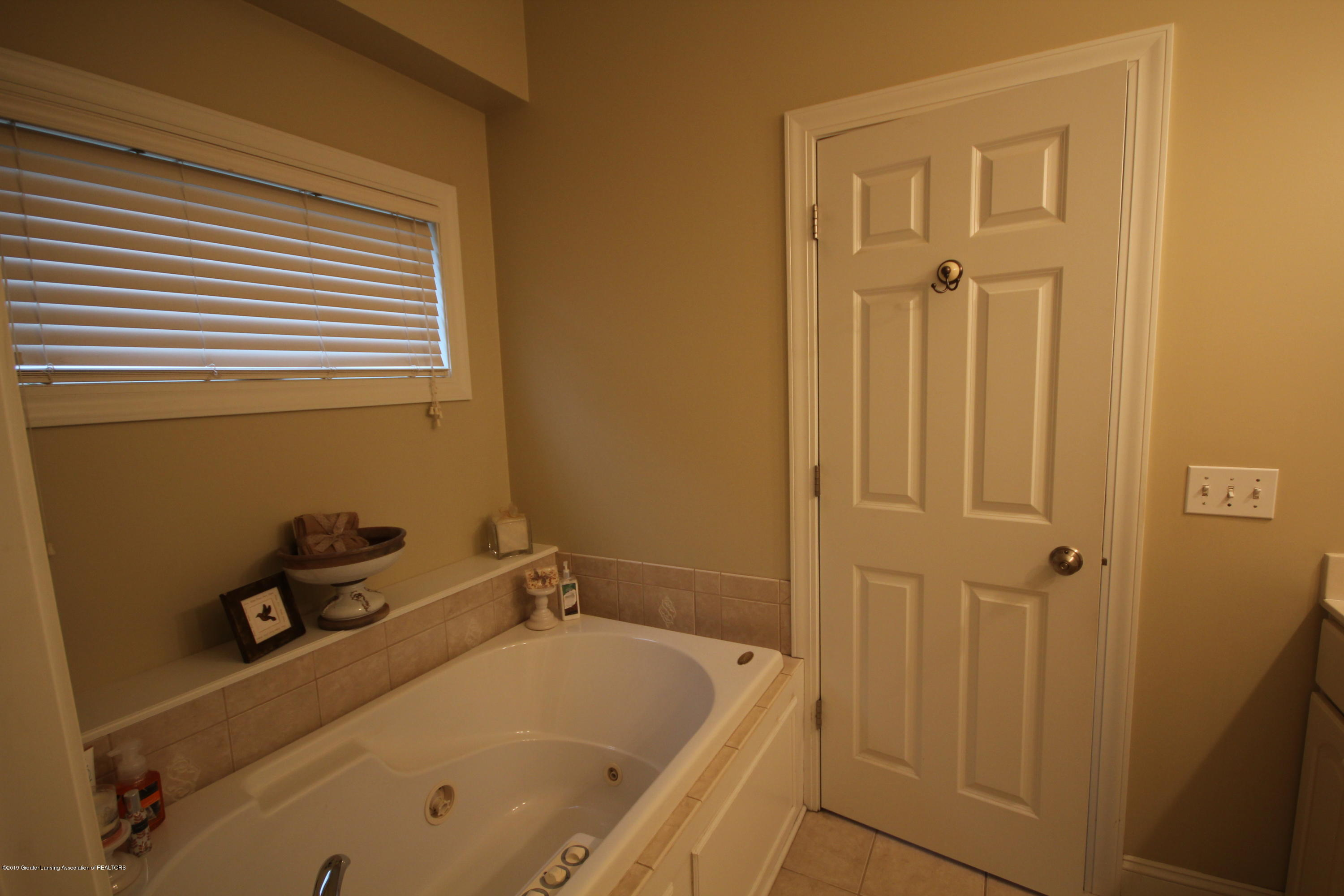 2071 Arbor Meadows Dr - Master Bath - 11