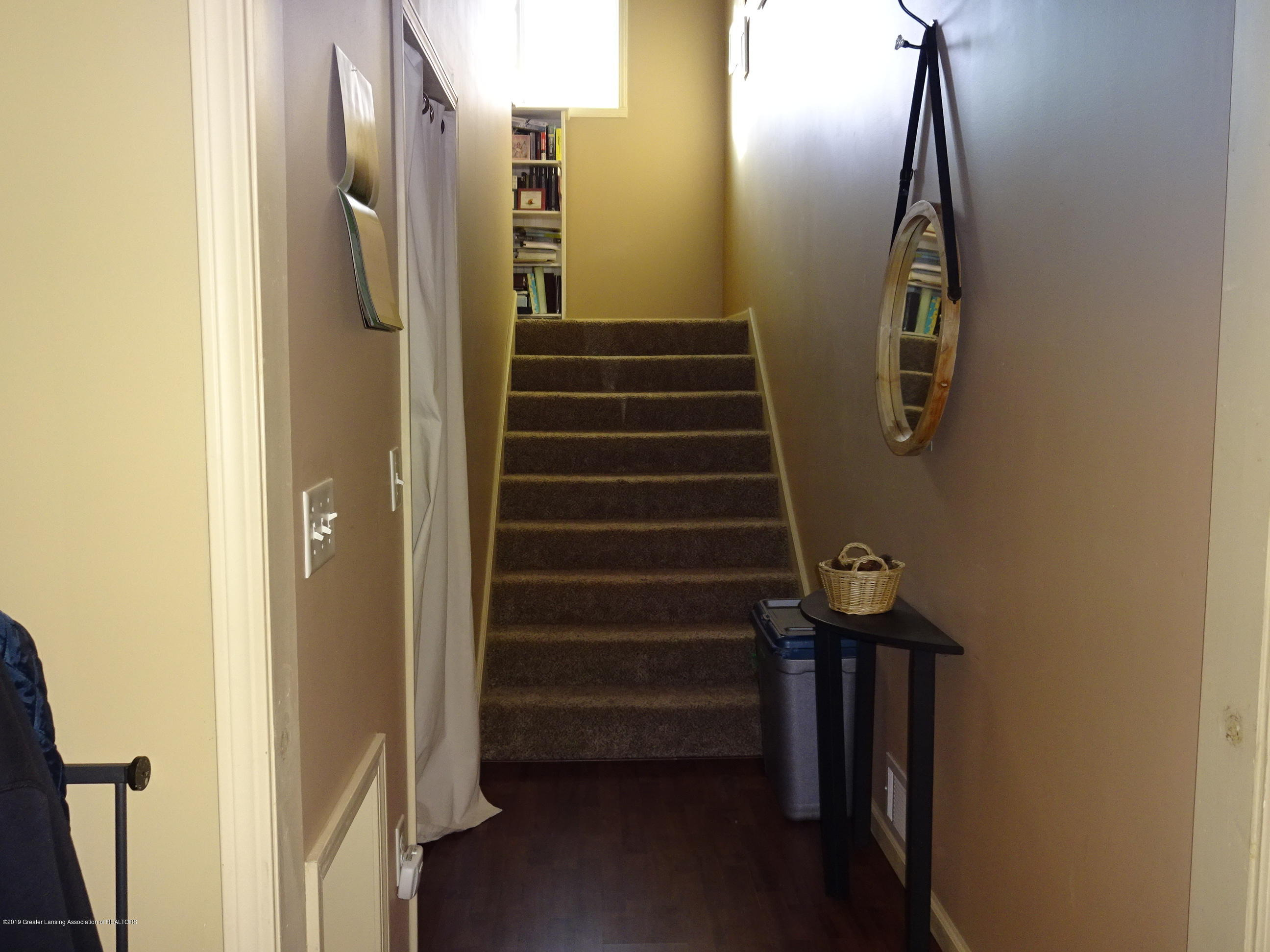 110 King St - king stairs - 12