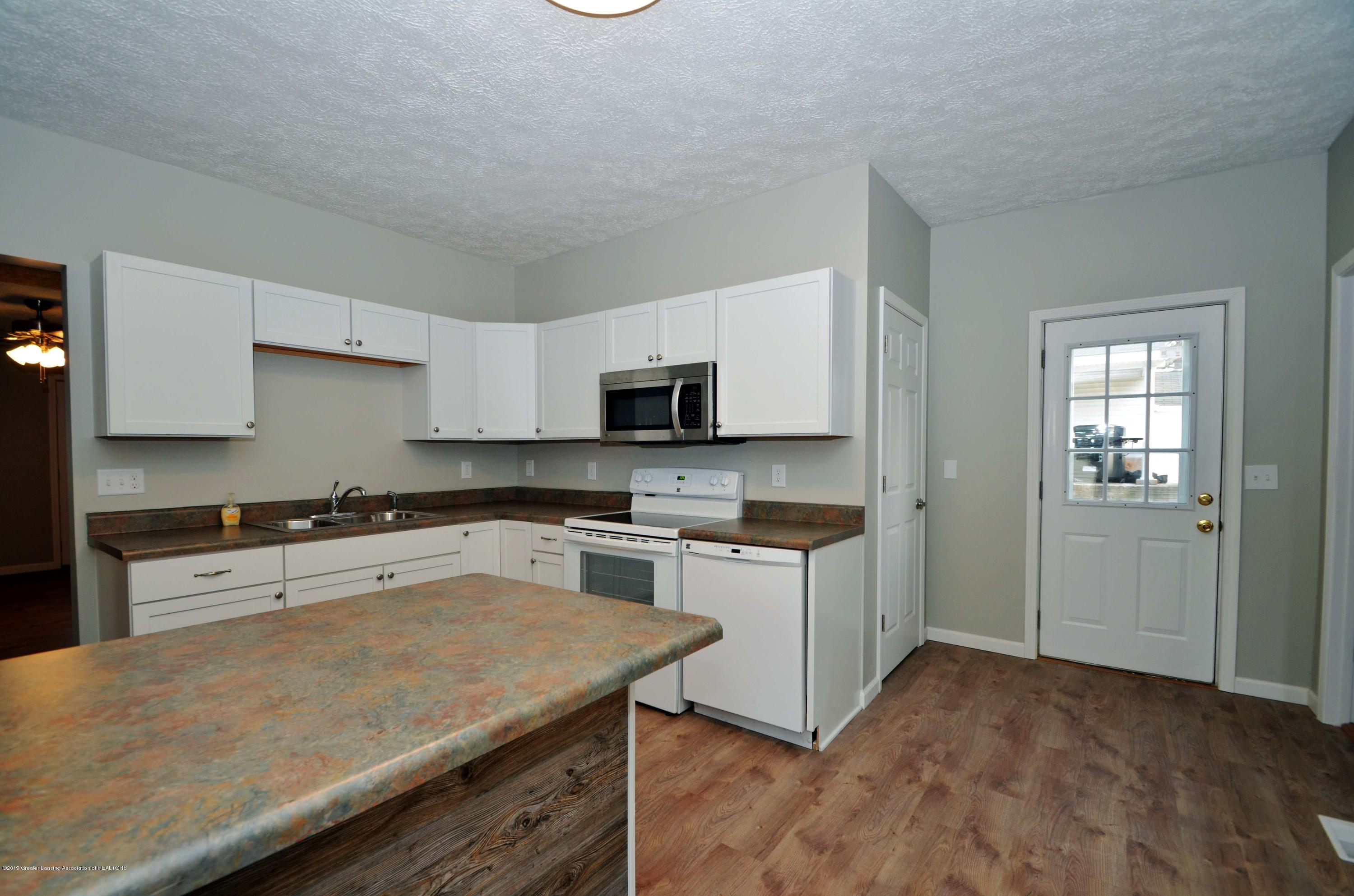 908 Water St - Kitchen - 9