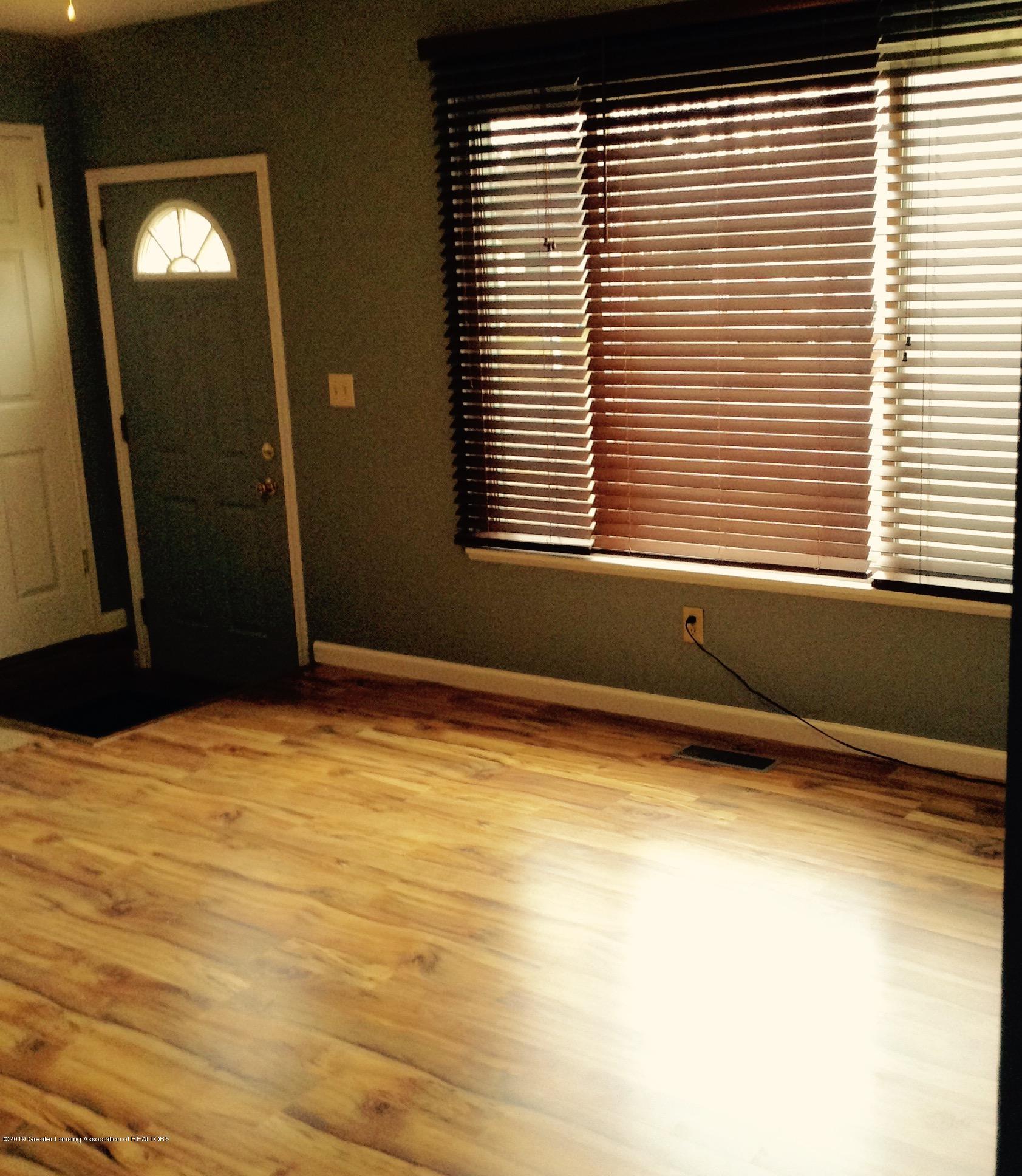 4389 Davlind Dr - LIVING ROOM - 4