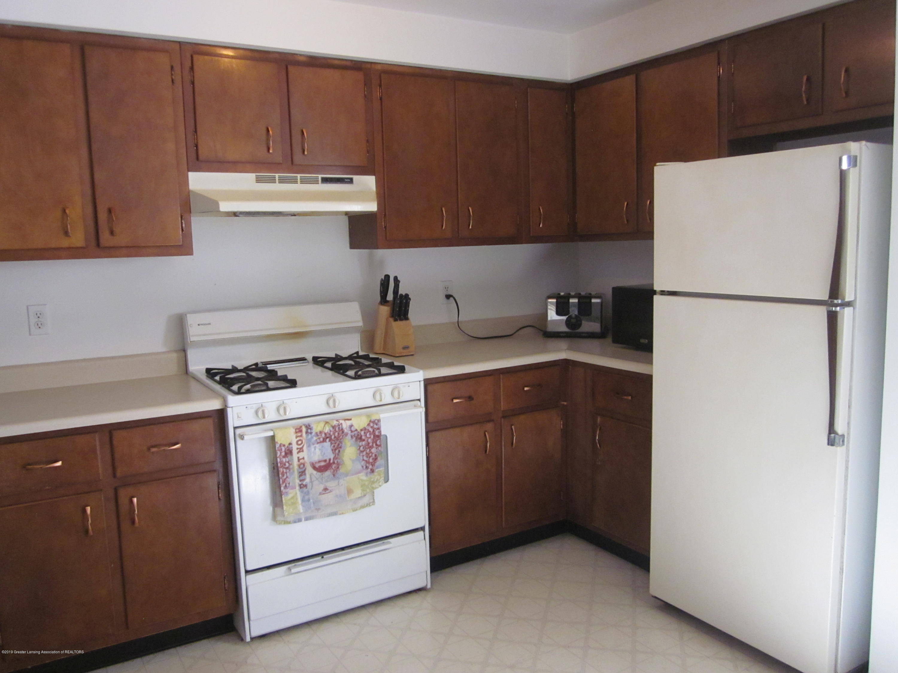 535 S Magnolia Ave - Kitchen - 2