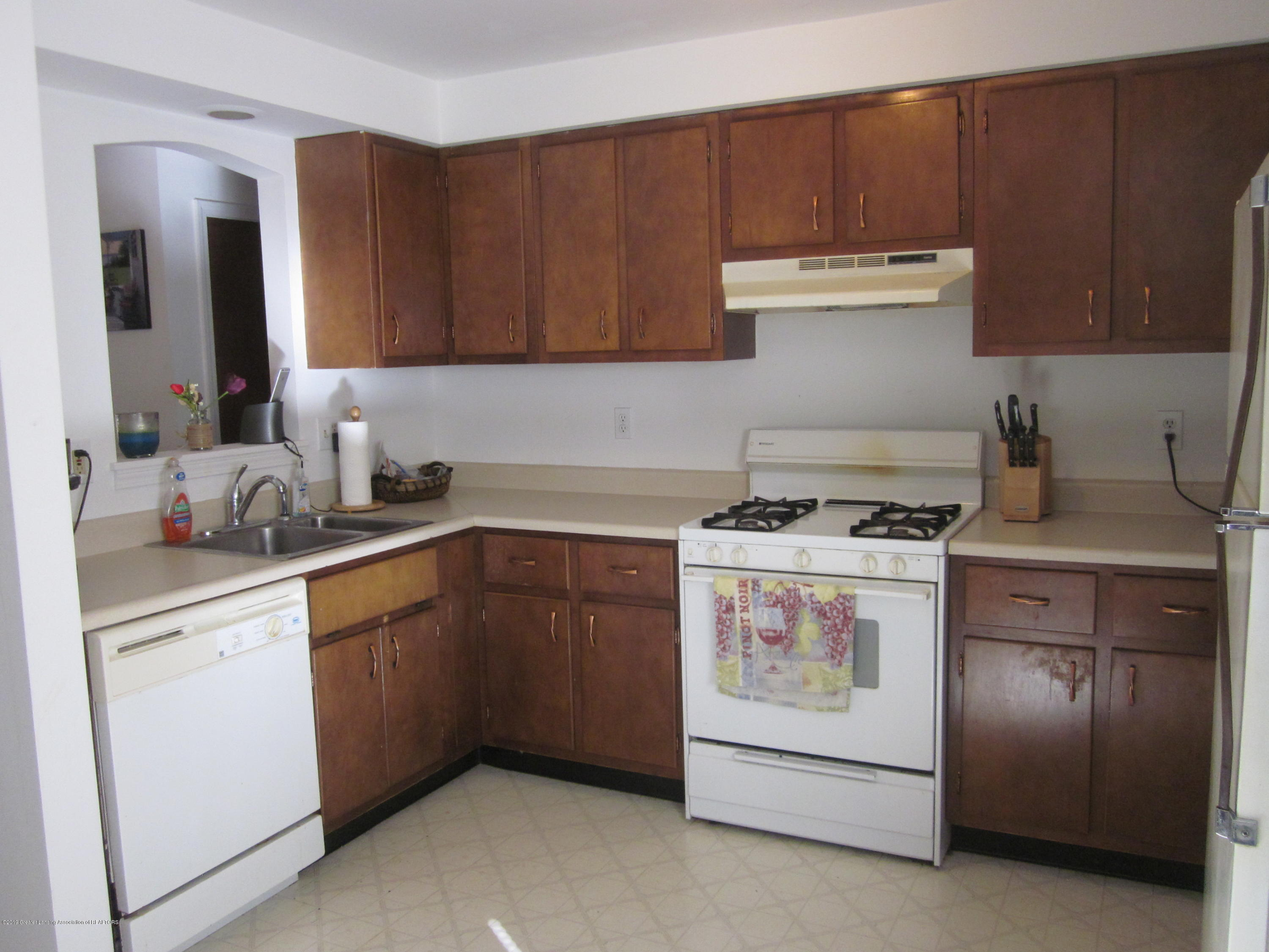 535 S Magnolia Ave - Kitchen - 3
