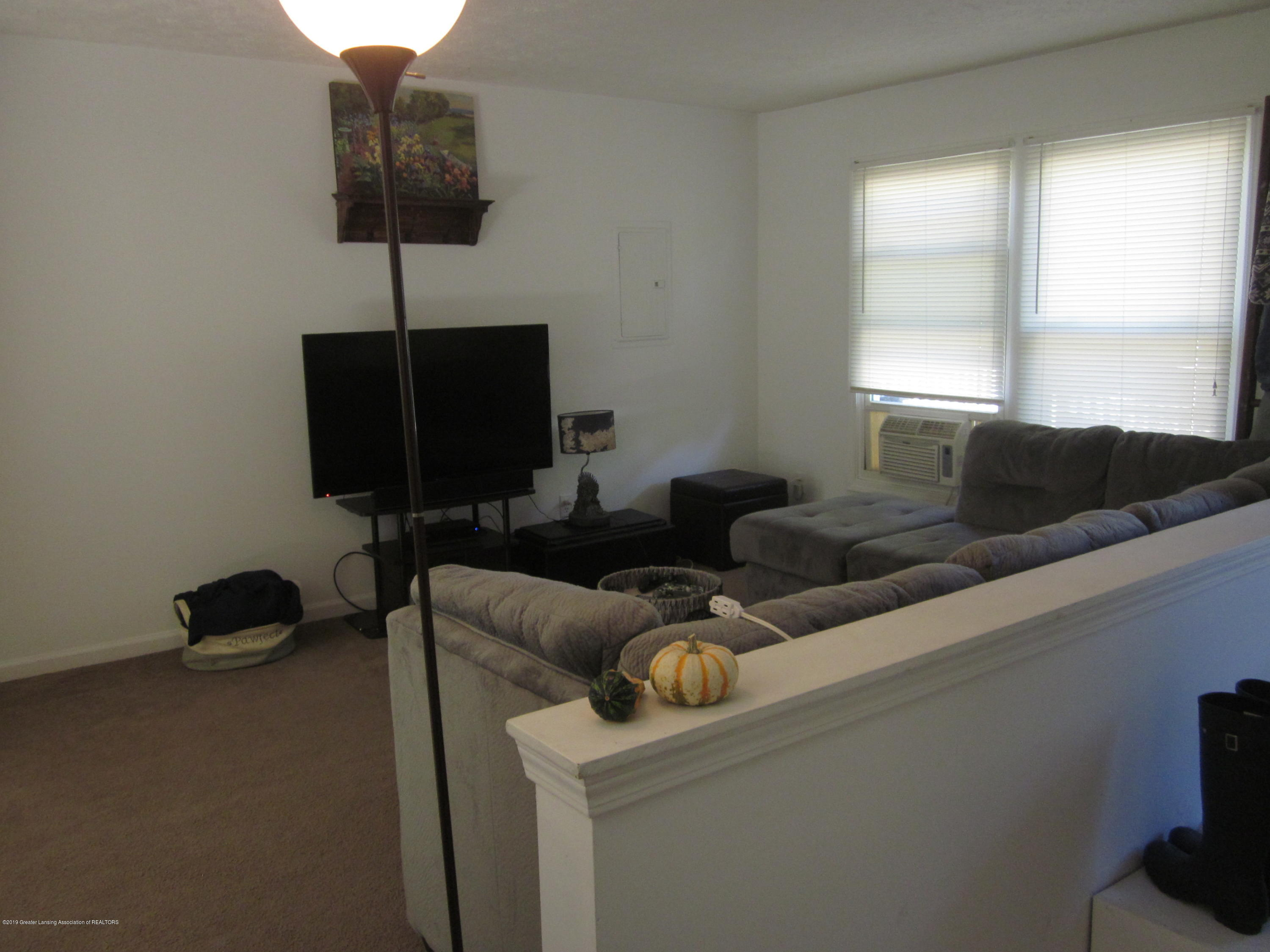 535 S Magnolia Ave - Living room - 8