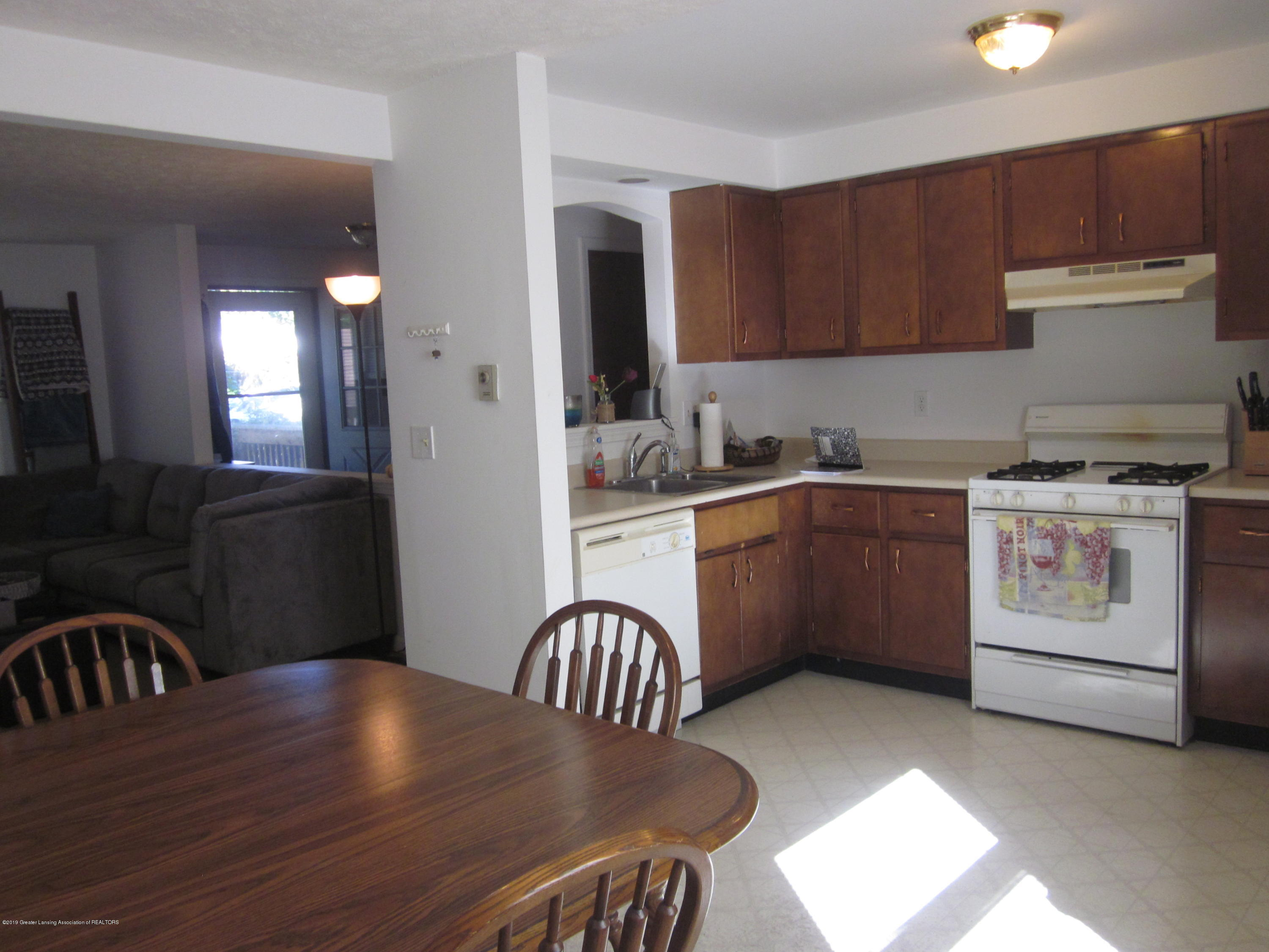 535 S Magnolia Ave - Kitchen - 4