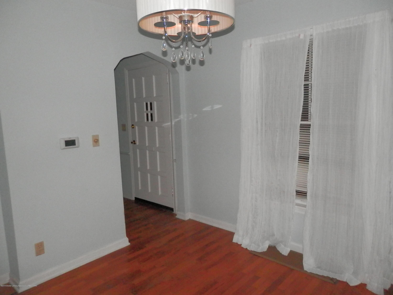 352 Collingwood Dr - Dining Room - 4