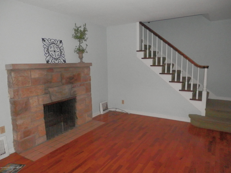 352 Collingwood Dr - Living Room - 6
