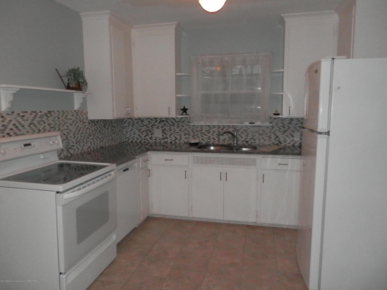 352 Collingwood Dr - Kitchen - 7